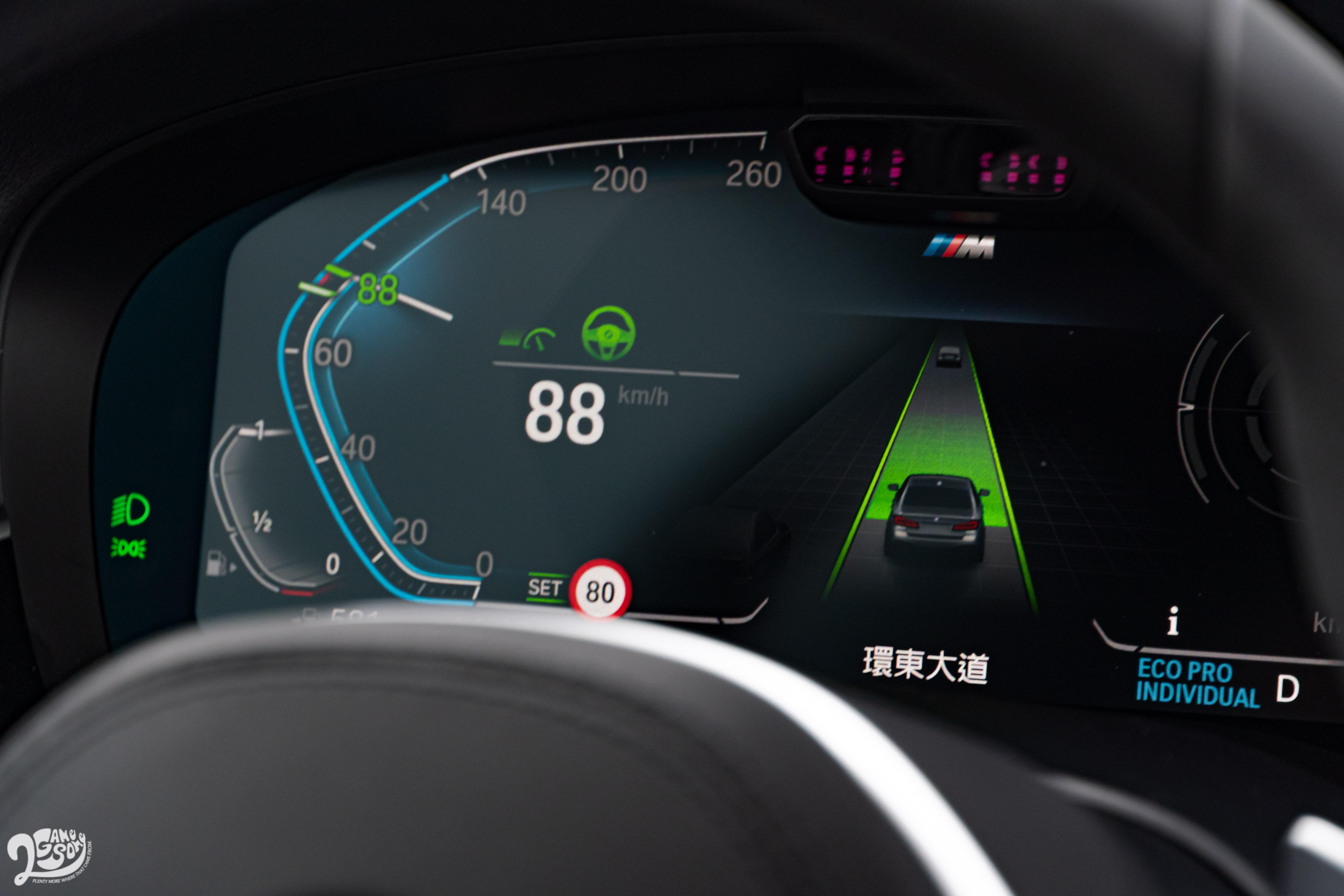 5系列全車系標配具 Level 2 等級的駕駛輔助功能。