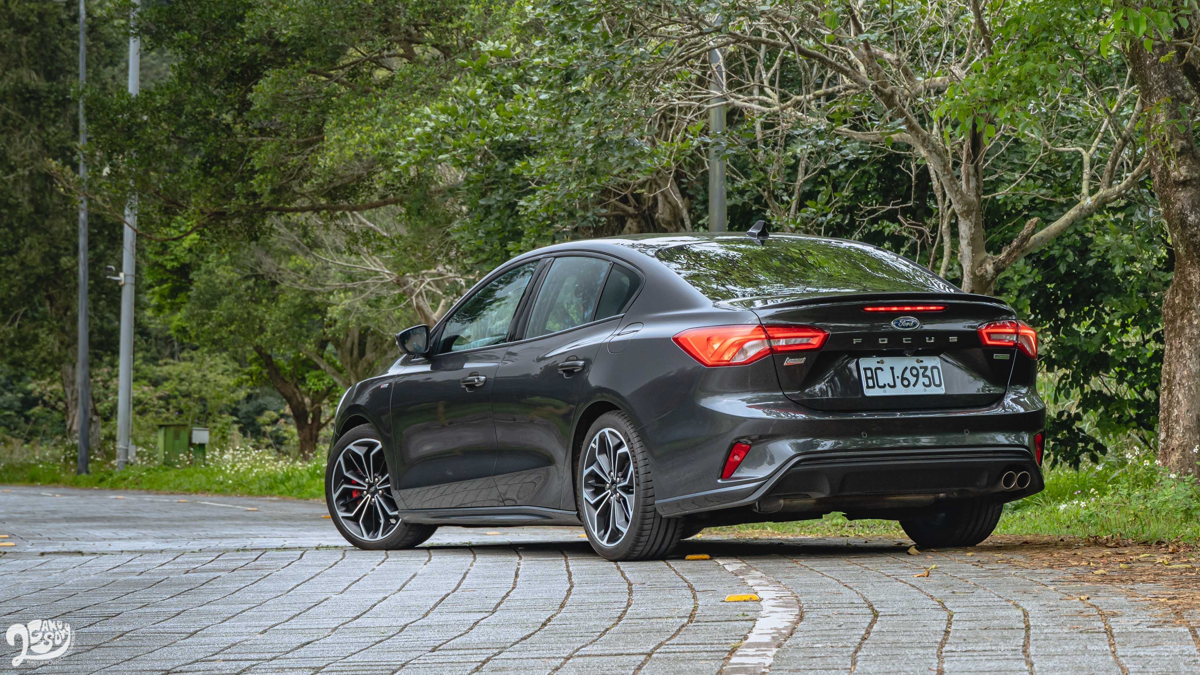 Ford Focus ST-Line Lommel 4D 售價新台幣 92.9 萬元。