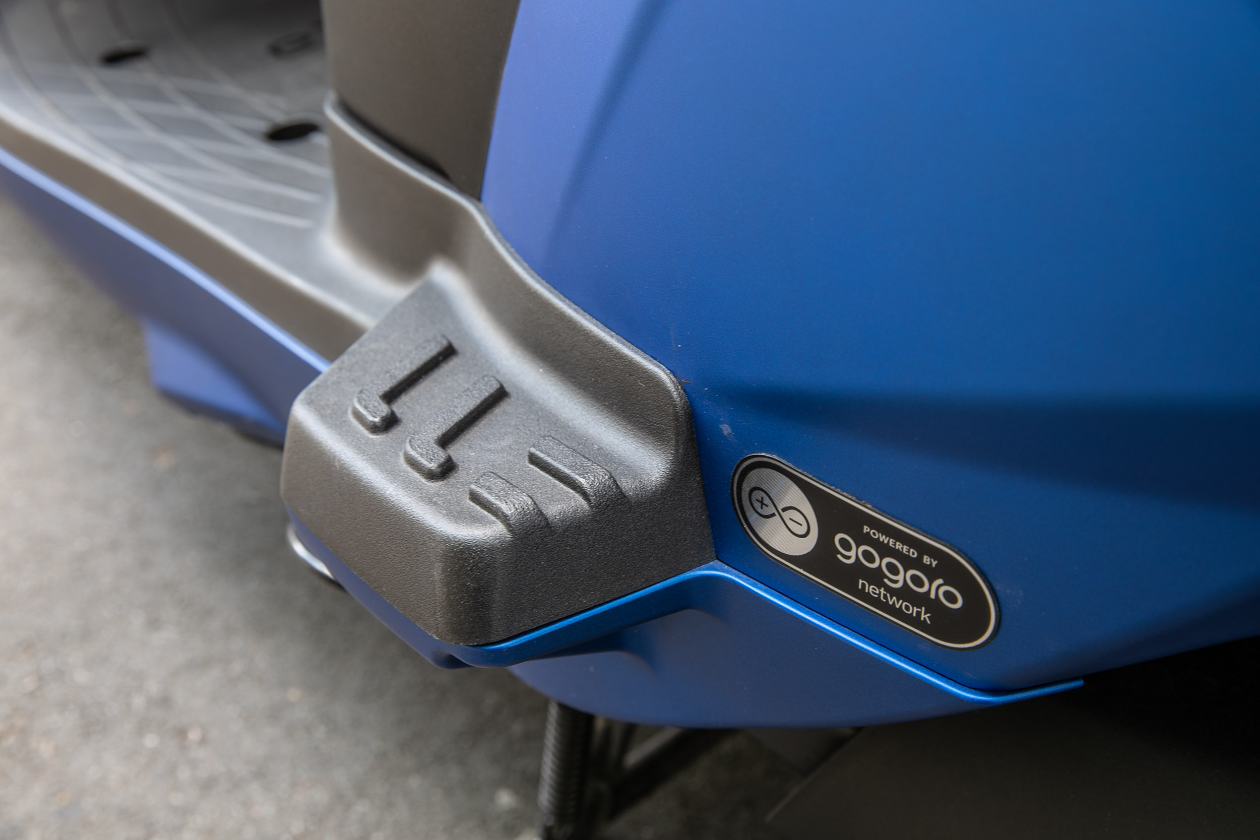 同樣採取固定式腳踏,對於後座乘客的舒適度不若飛旋踏板來得好。
