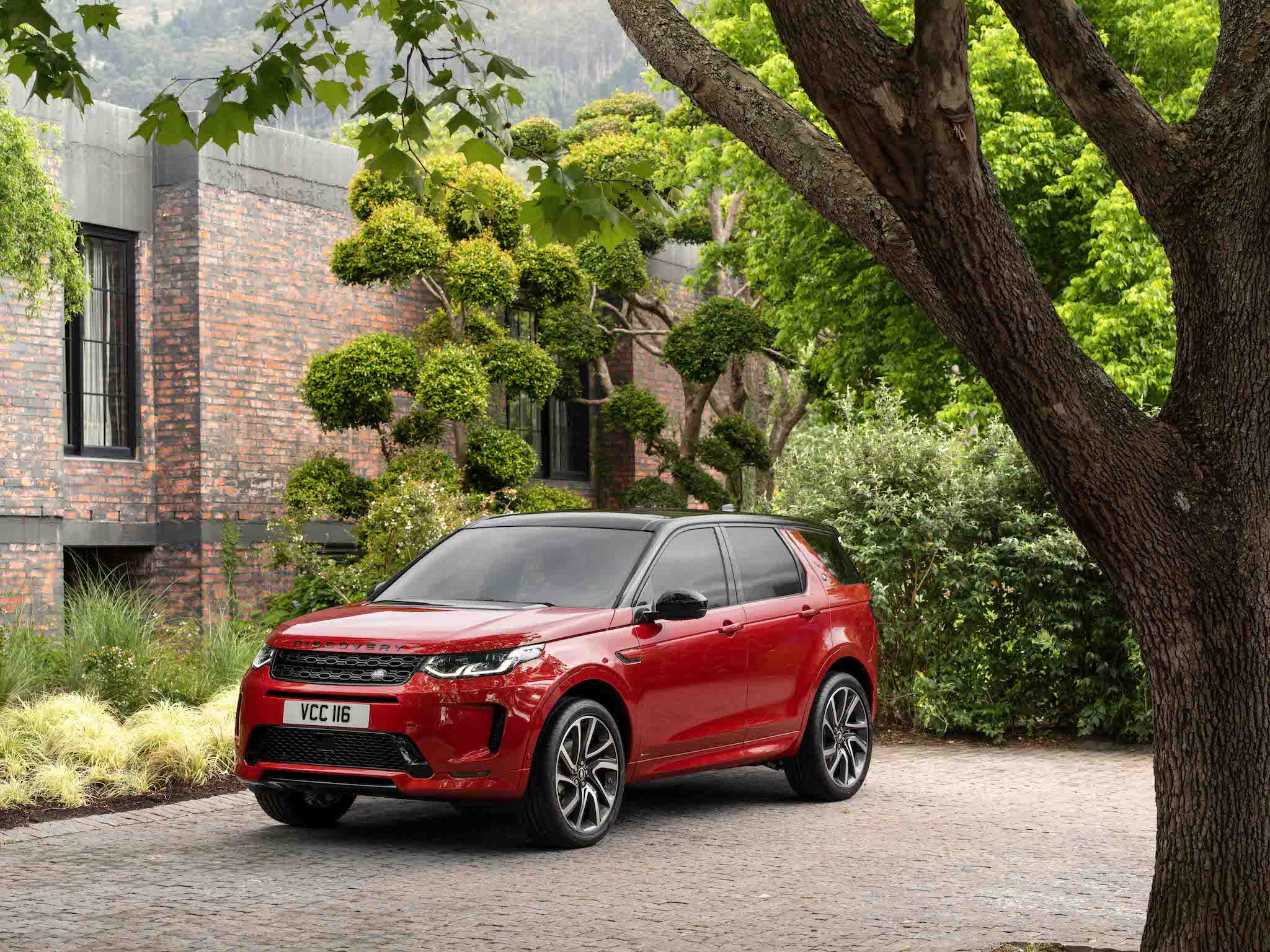 Land Rover Discovery Sport。