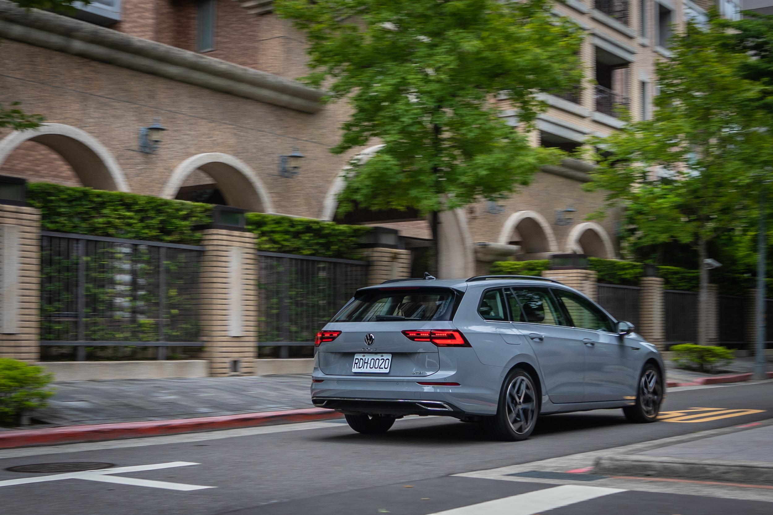 受惠於 48V 輕油電動力系統與 ACT 主動式汽缸休止管理系統的加持,讓官方平均油耗可達 18.2km/L 的優異水準。