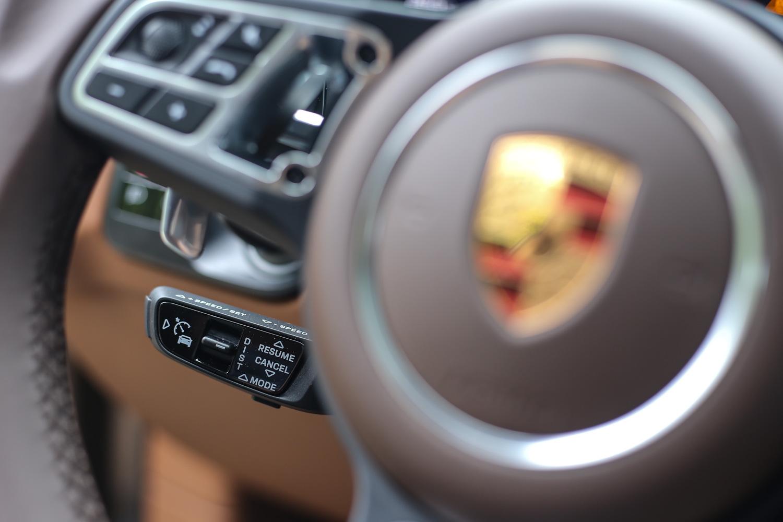 試駕車型選配 ACC 智慧巡航系統。