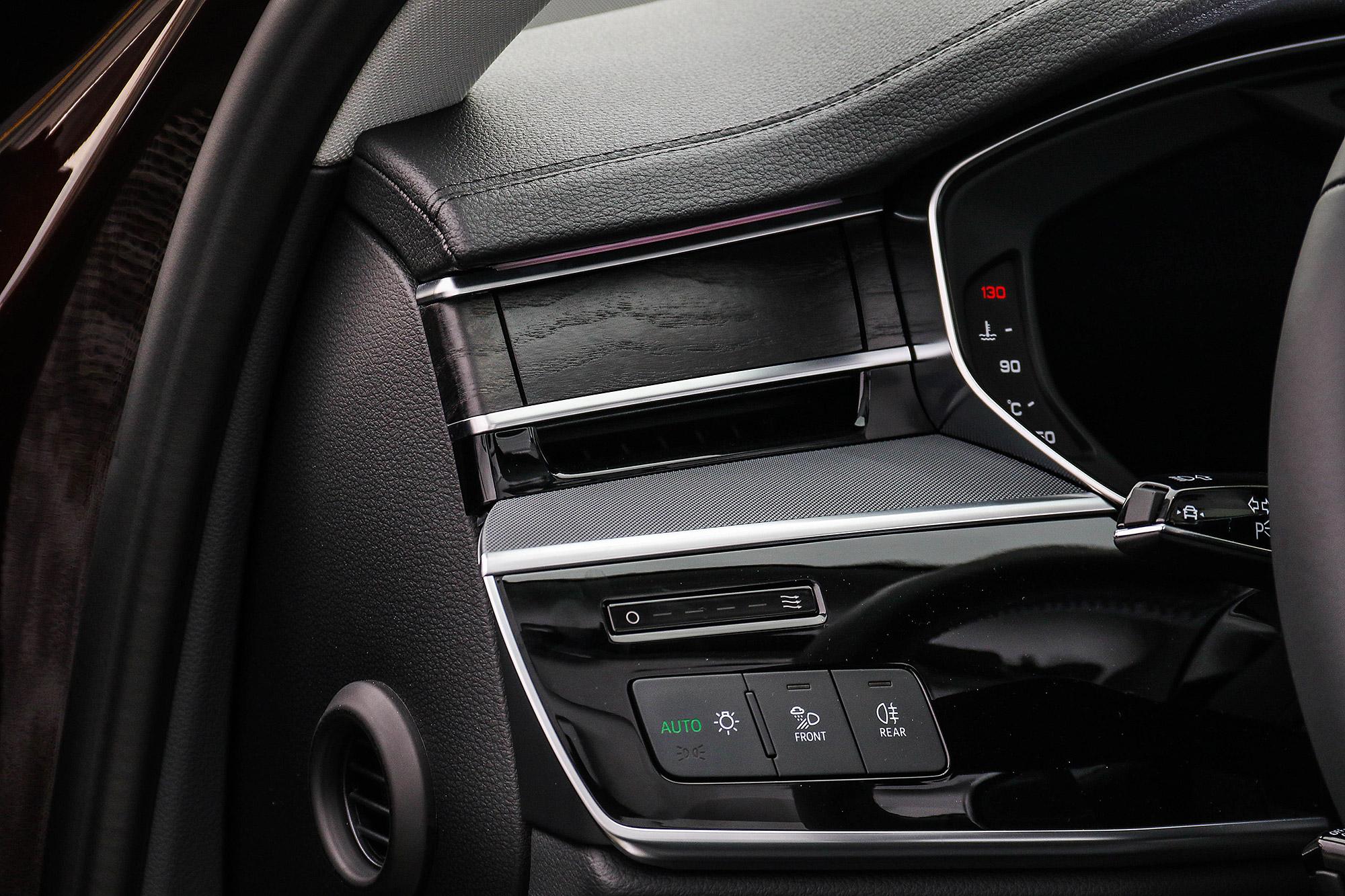 車內空調出風口熄火時會自動關閉。