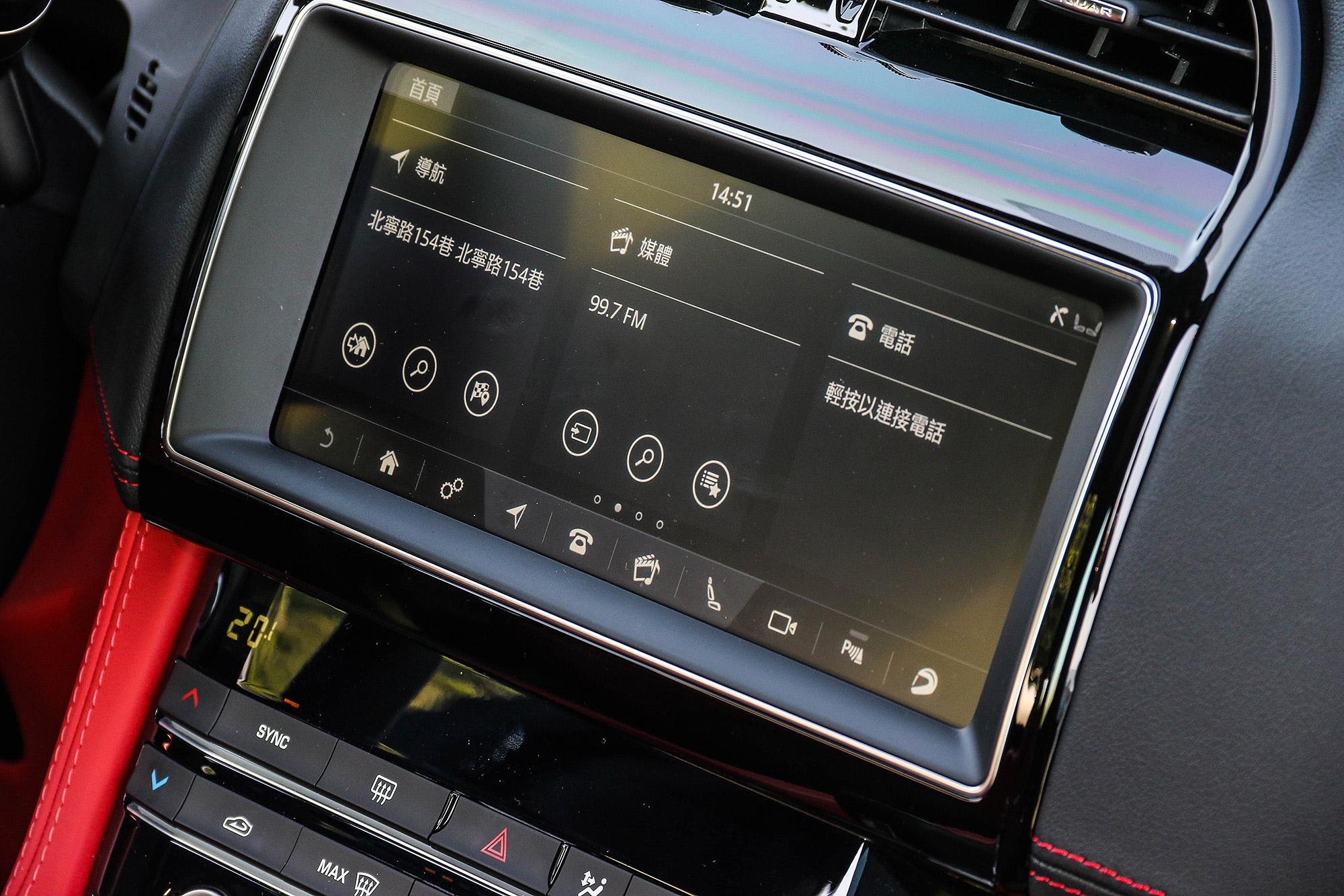 10.1 吋多媒體資訊整合系統為標準配備。
