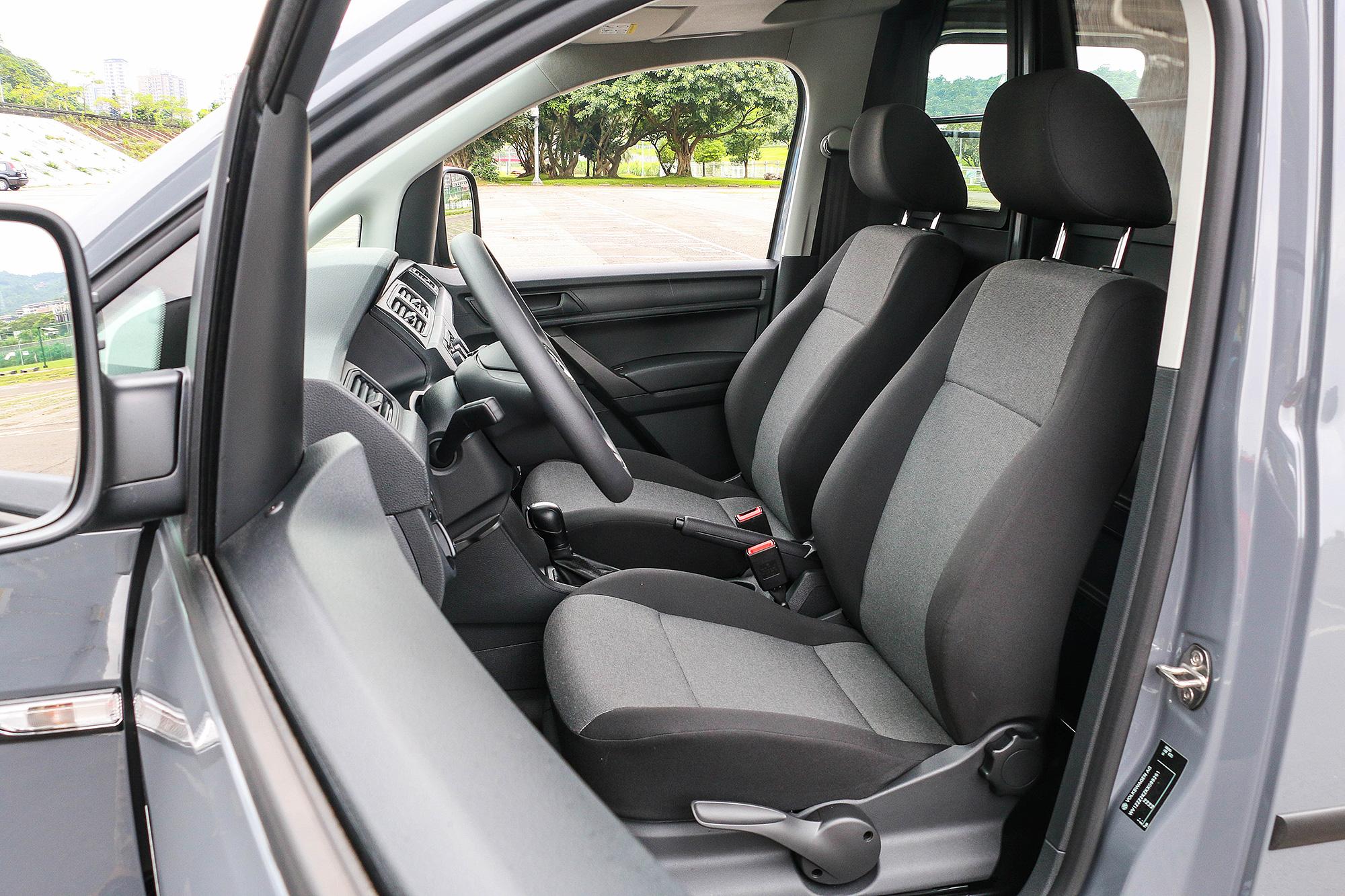 駕駛姿勢與一般房車接近,不僅更自在也更舒適,更能降低疲勞的累積。