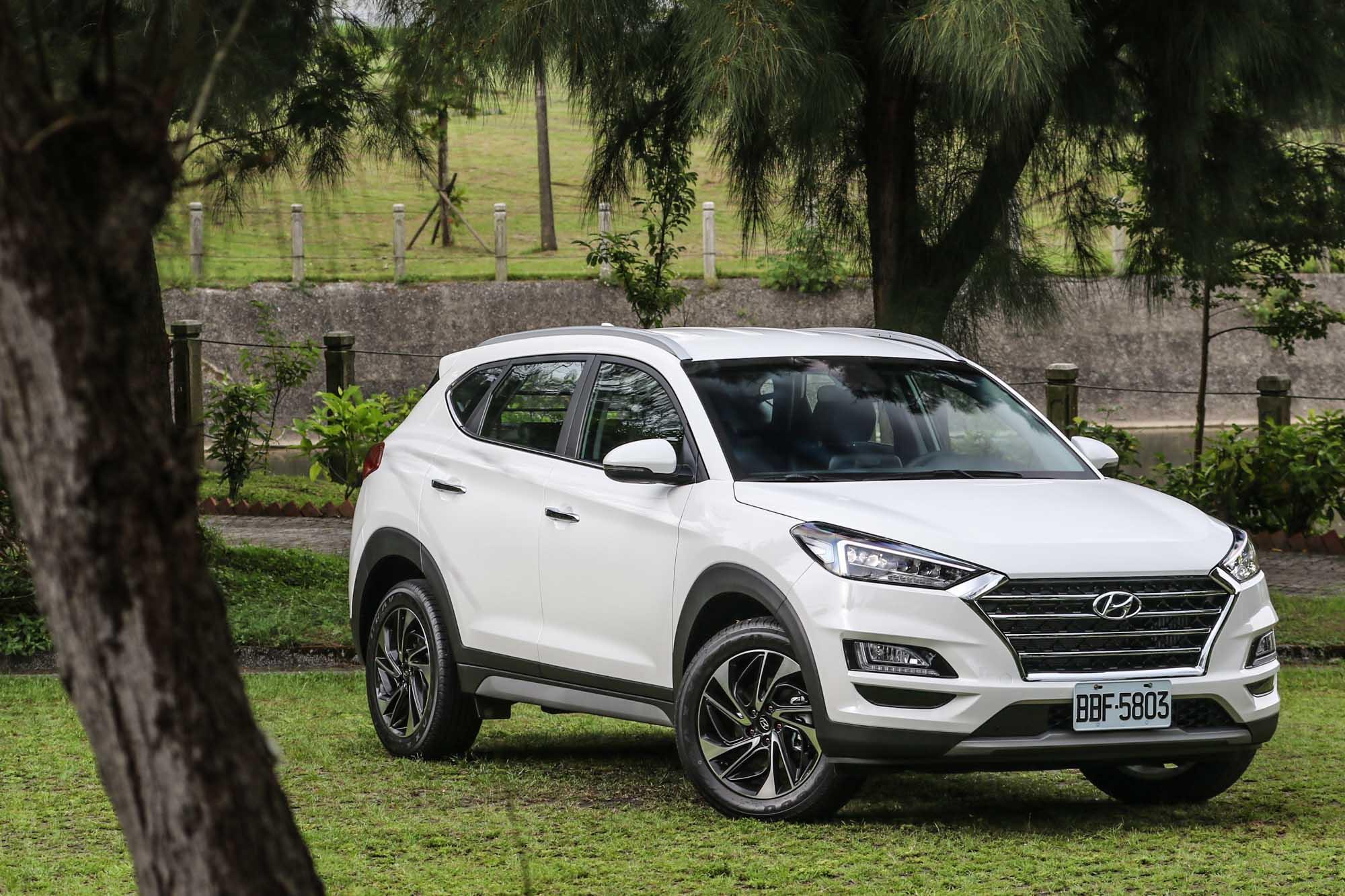 此次試駕車型為 Hyundai 小改款的 Tucson 尊爵型車款,售價為 99.9 萬元。