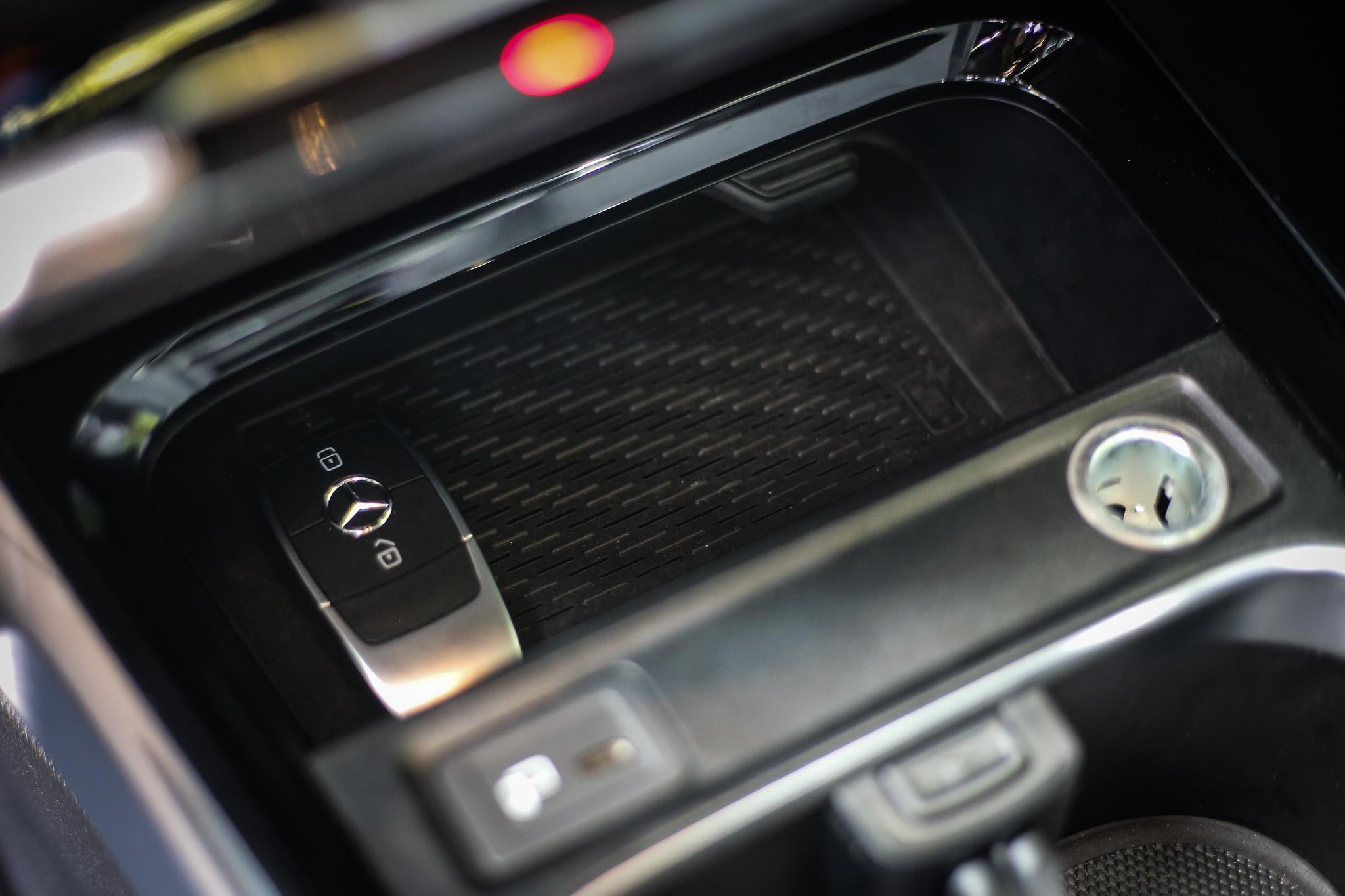 手機無線充電功能除了 AMG 車型以外其餘皆是選配。
