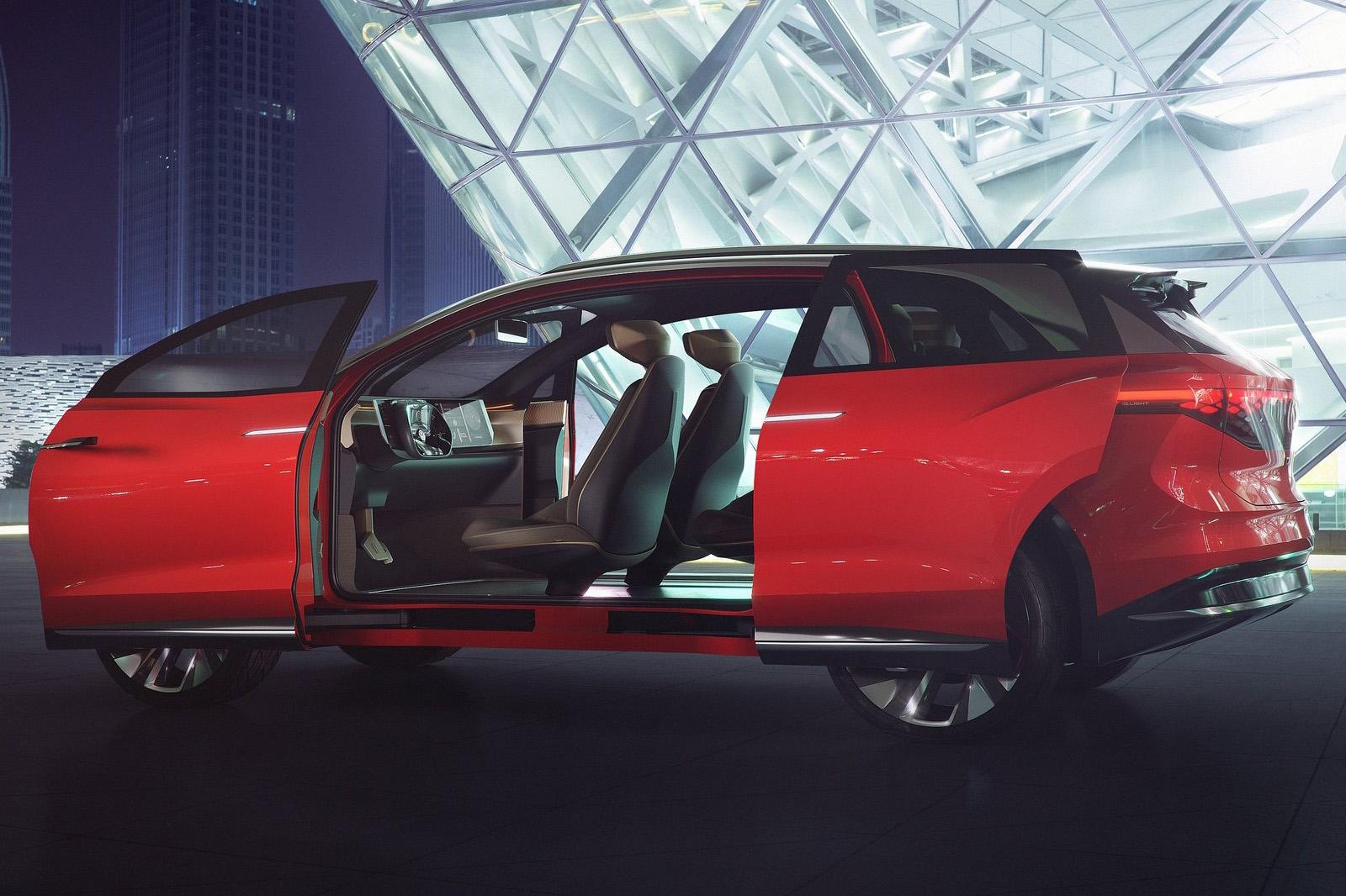 量產版本取消概念車的對開式滑門。