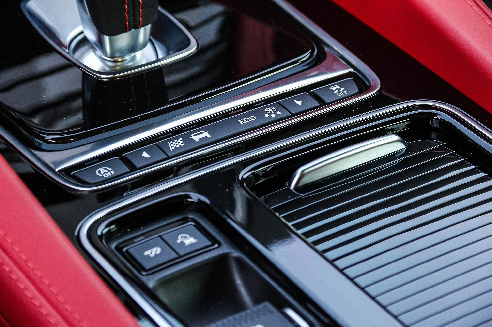 除了駕駛模式選擇系統外,也配備排氣管閥門。
