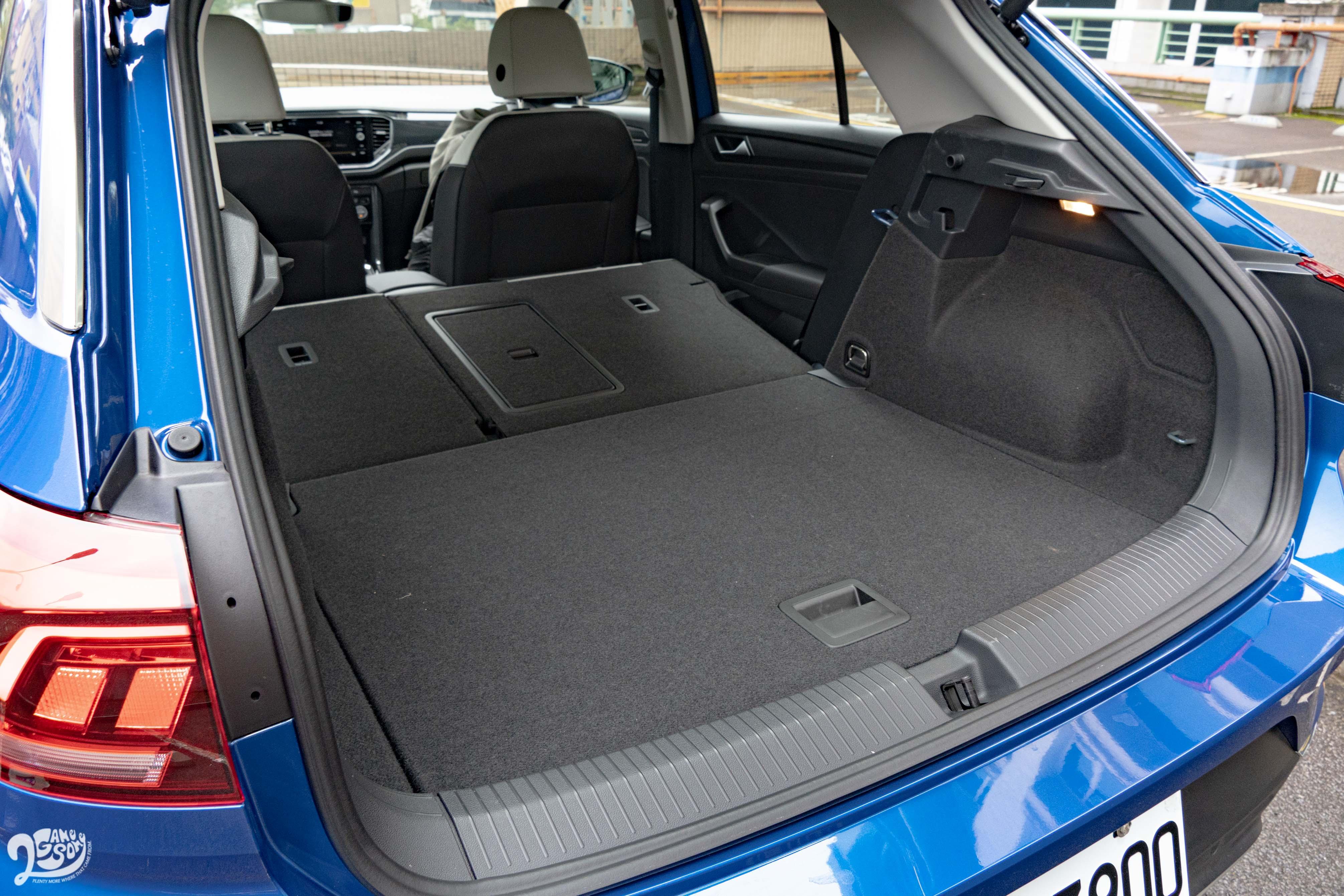 若把後座椅背往前傾倒,後廂容積可擴充至 1290 公升境界。