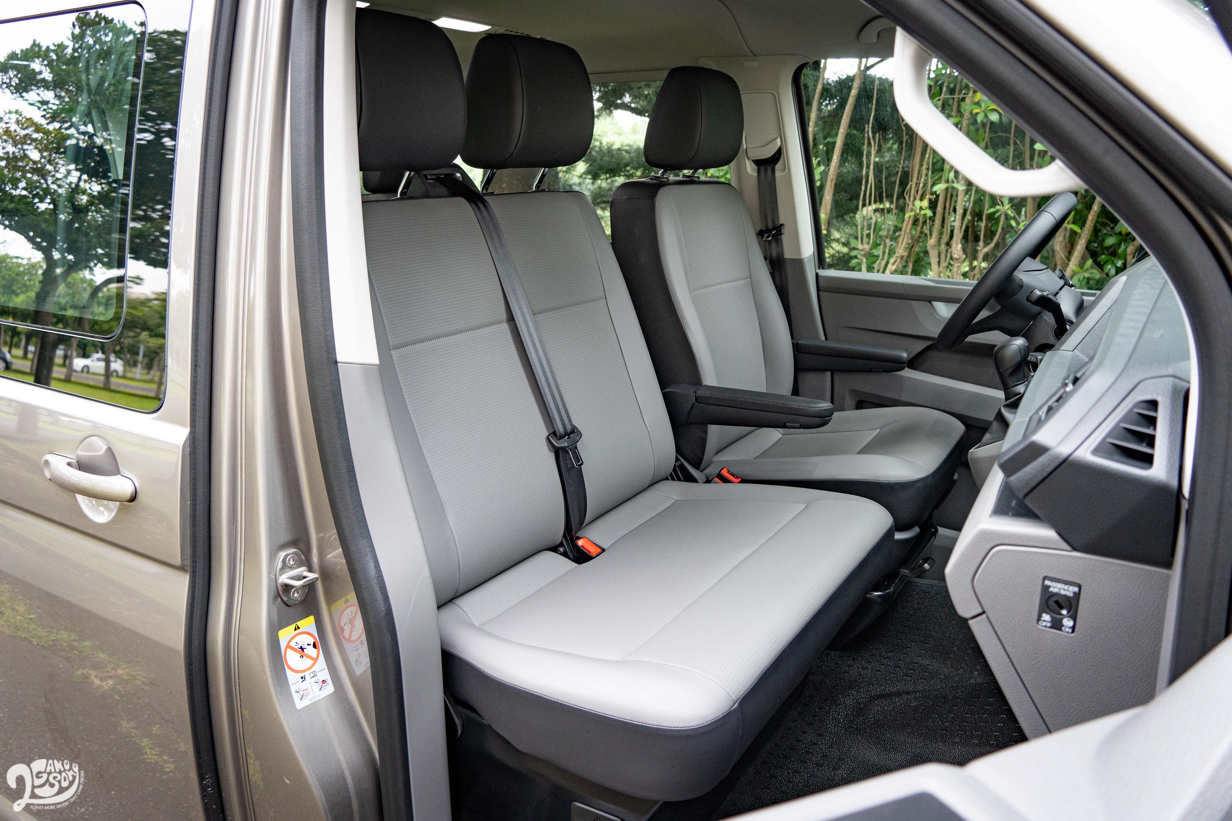 150L 前座標配雙人駕駛座。