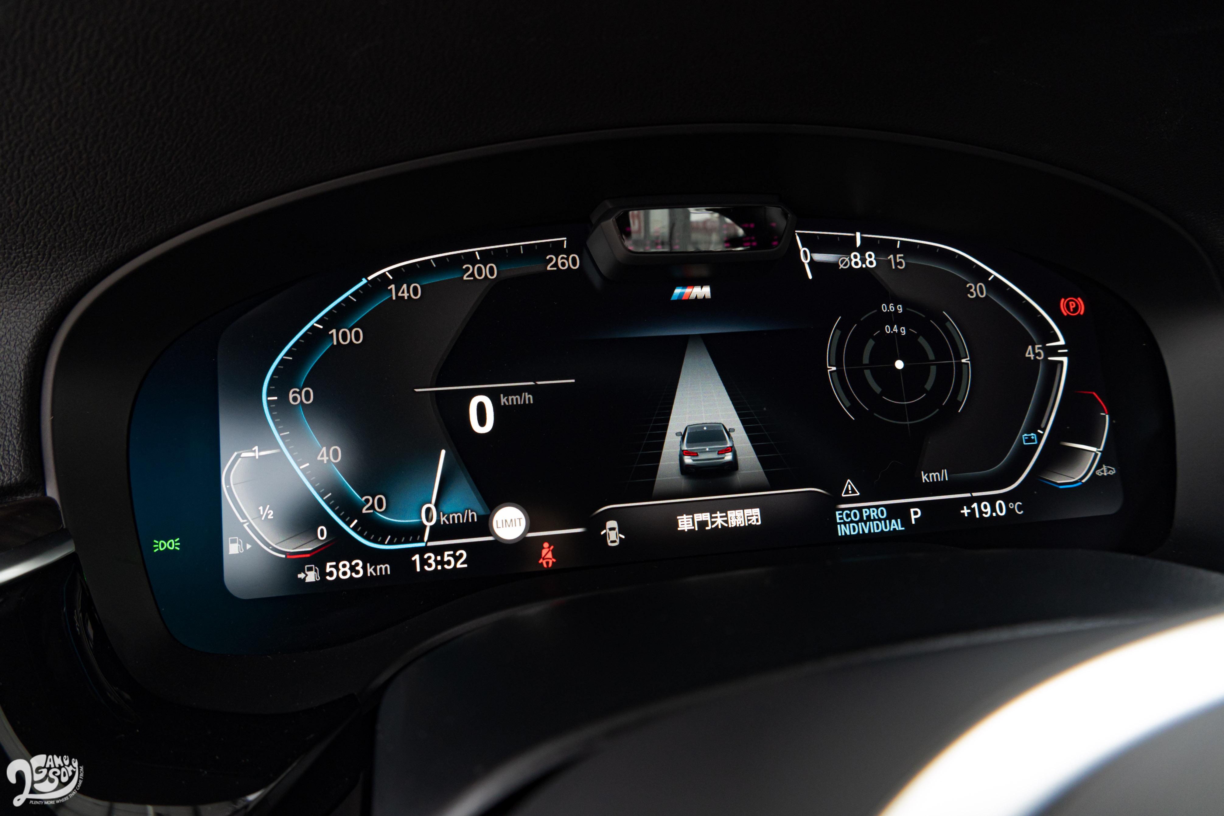 透過 12.3 吋虛擬數位儀表,具 Level 2 功能的駕駛輔助系統、原廠導航等圖資都盡覽眼底。