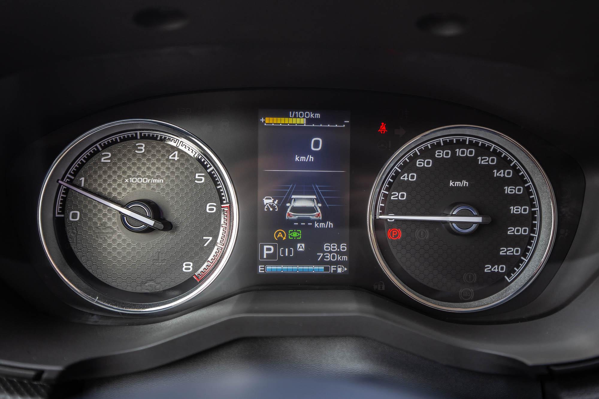 儀表板內的 4.2 吋 LCD 中央顯示螢幕。