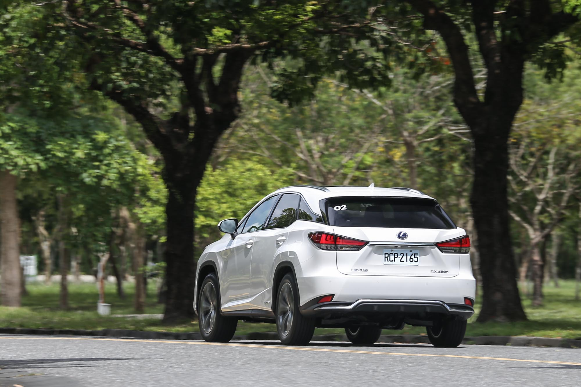 行路質感表現上於寧靜度最為出色,路面彈跳感稍為明顯,彎中車身側傾的幅度也顯示其為一款舒適導向的休旅車型。