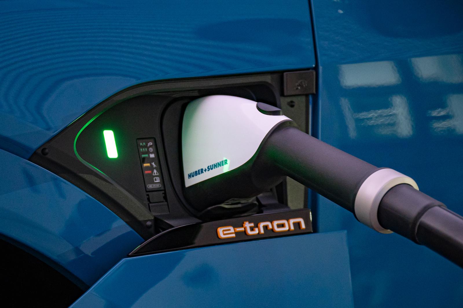 目前引進台灣的歐系品牌電動車,皆採用 CCS1 快充規格。