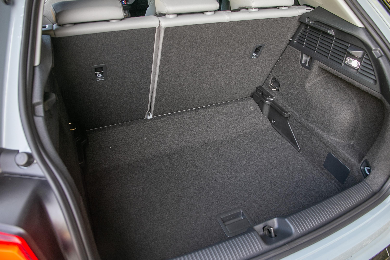 底板下調後,置物空間更顯充裕。