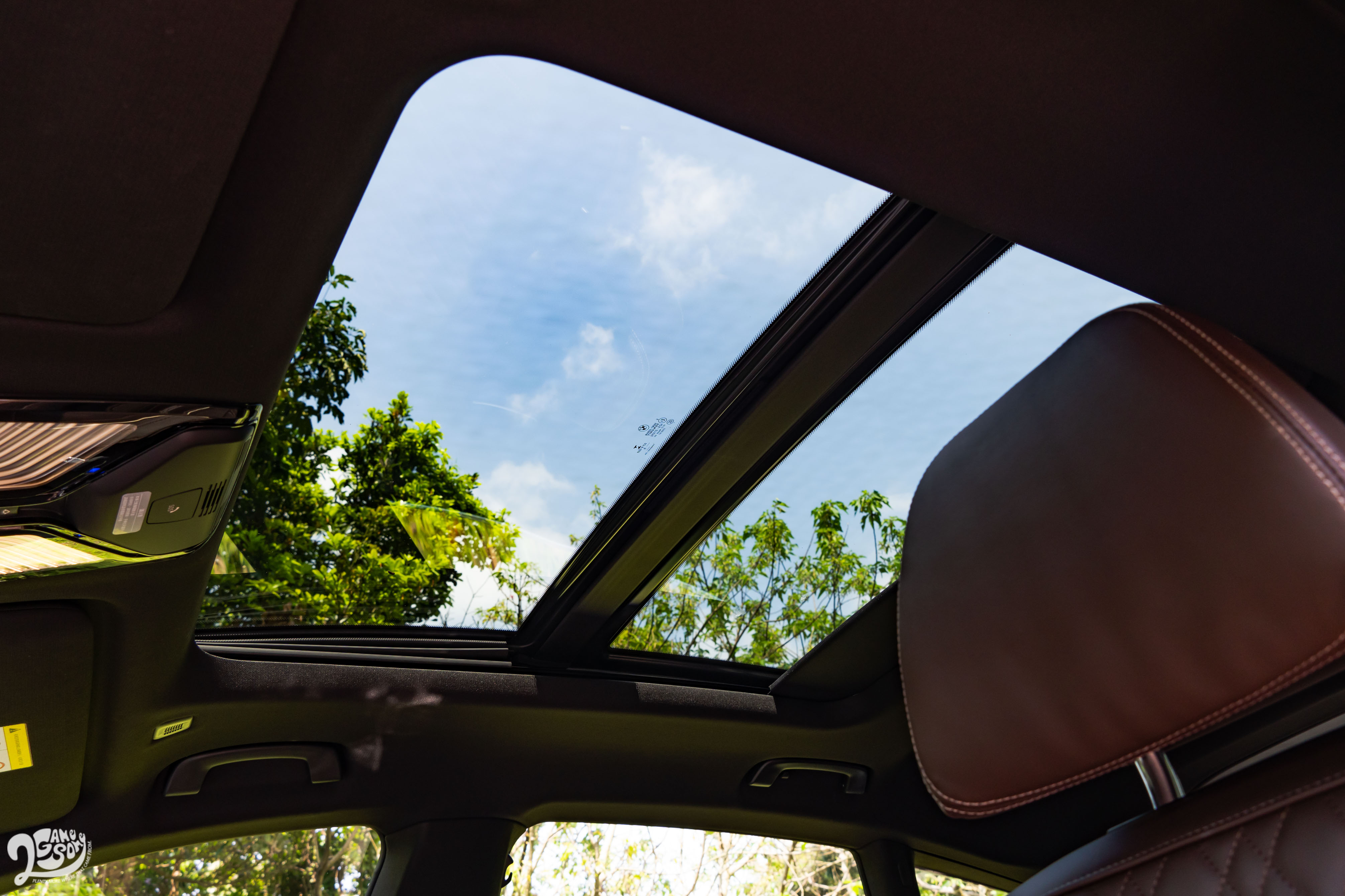 全景天窗為標準配備。