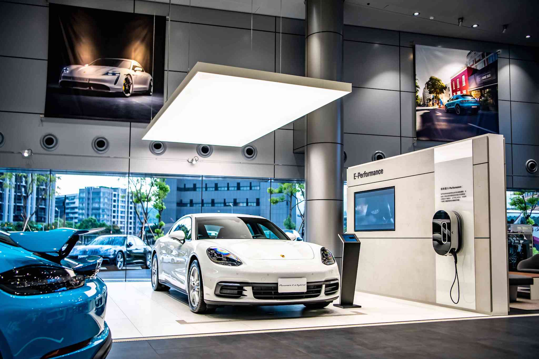 「E-Performance Module」展示新世代純電或混合動力車款,與數位化創新科技服務。
