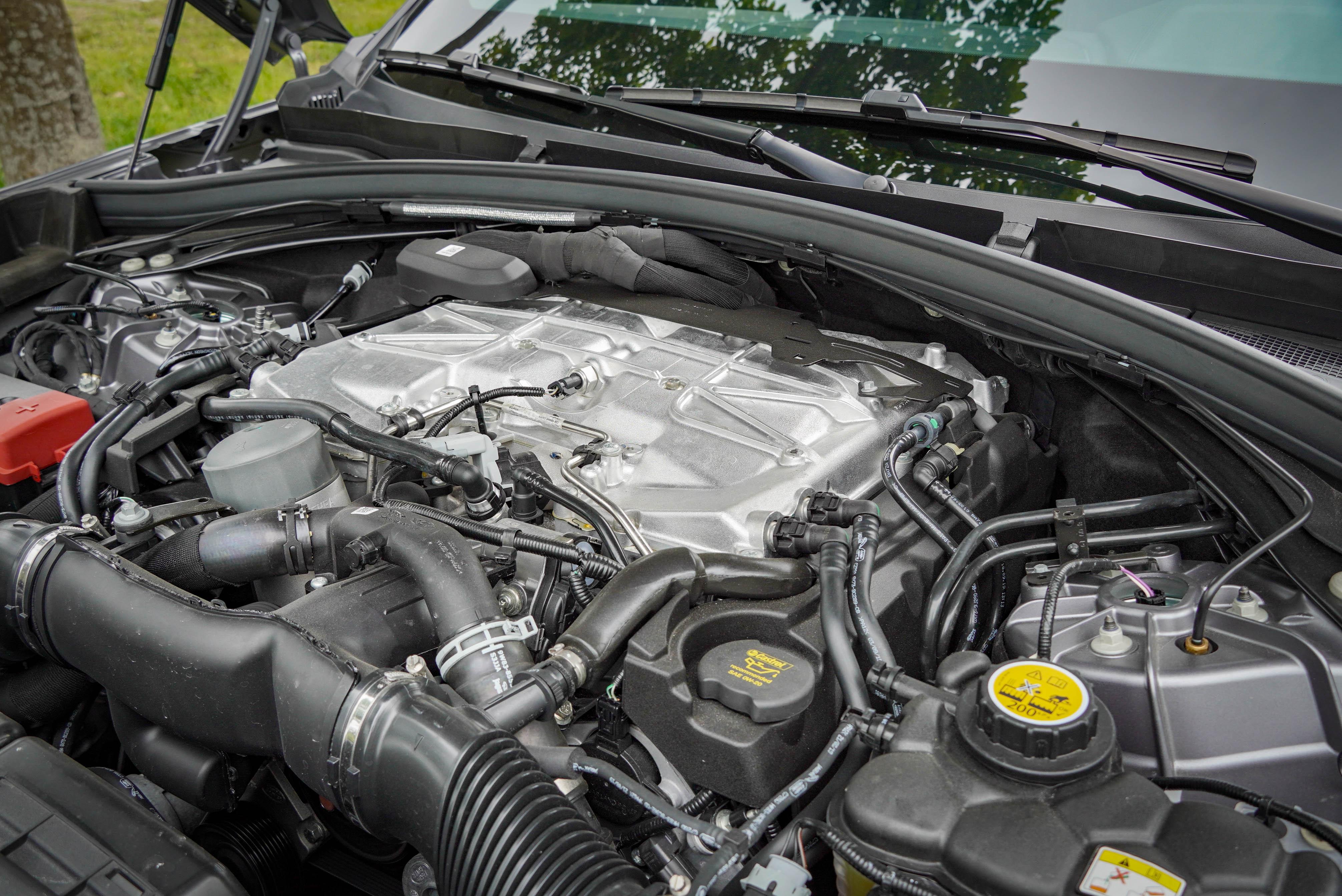 5.0 升 V8 機械增壓引擎動力固然猛爆,稅金卻也昂貴。