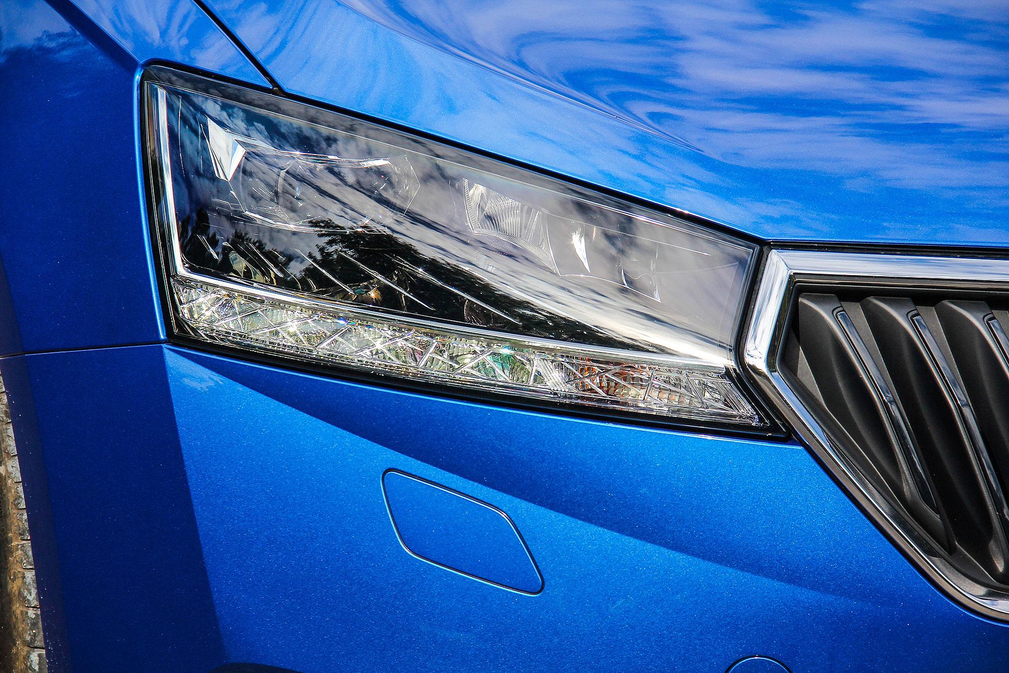 全 LED 頭燈以及前霧燈先前都是需加價選配的魅力套件之一部份。