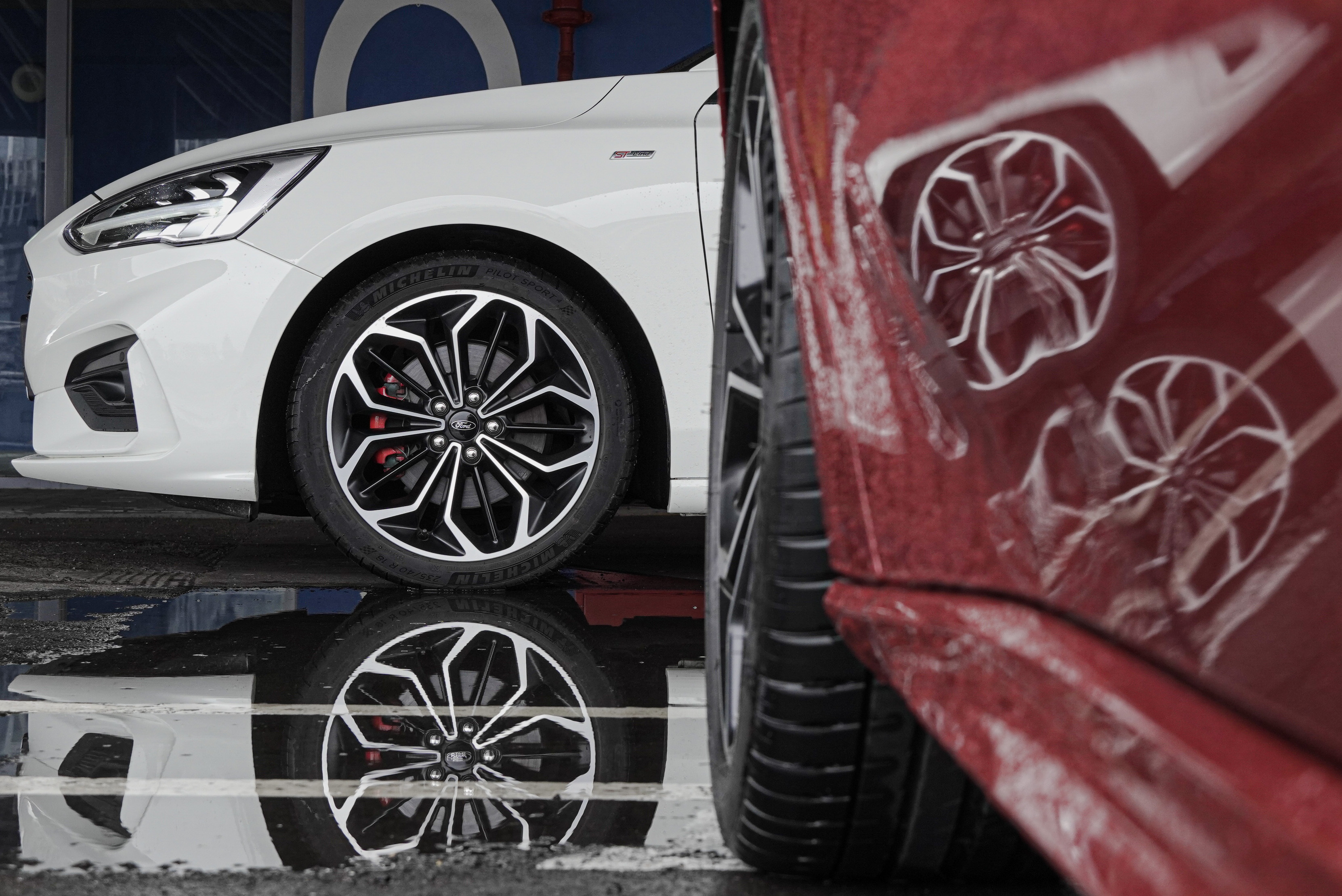 Lommel、ST-Line 同樣腳踩 235/40 R18 Michelin Pilot Sport 4 高性能跑胎。