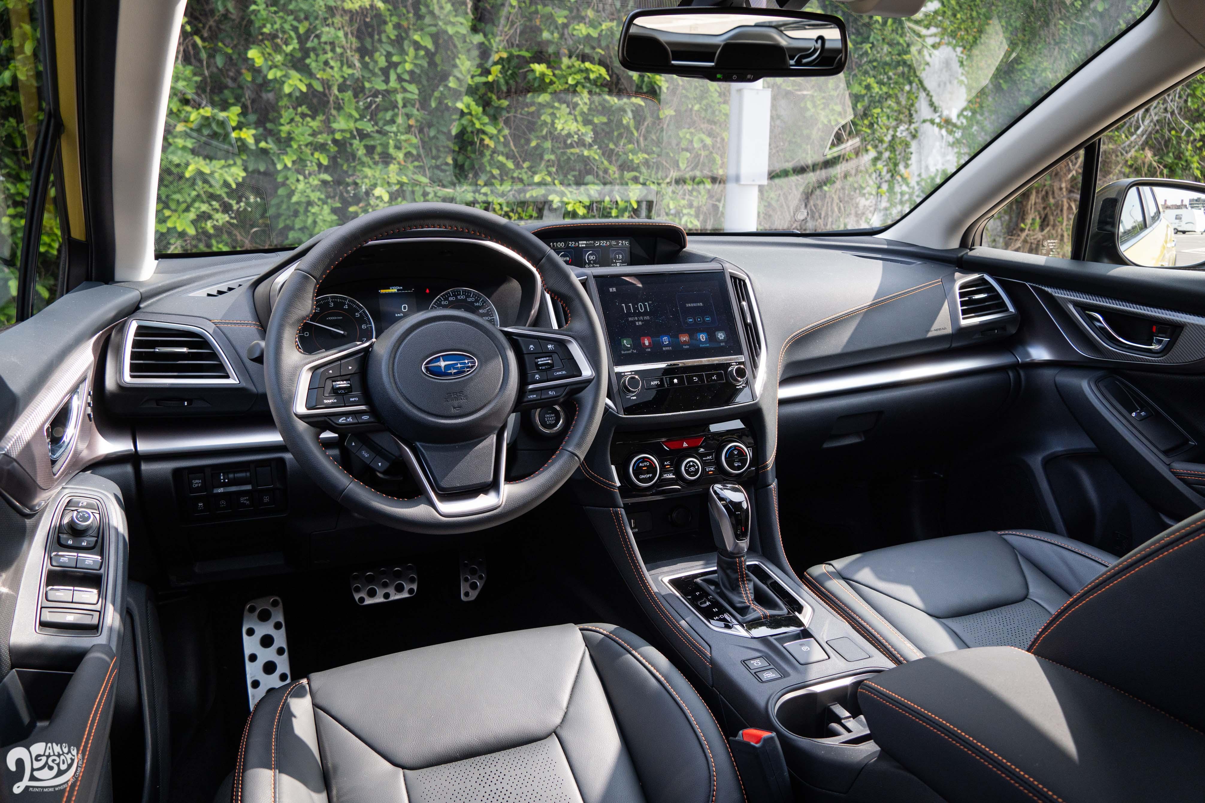 內裝方面,XV 維持 Subaru 一貫的「工程師」風格內裝。