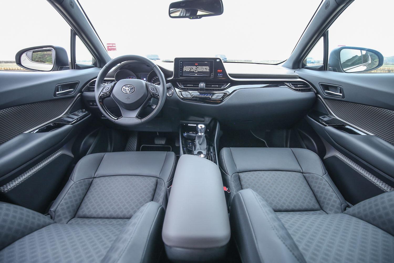 車內設計感與質感表現夠水準,也是 C-HR 的強項之一。