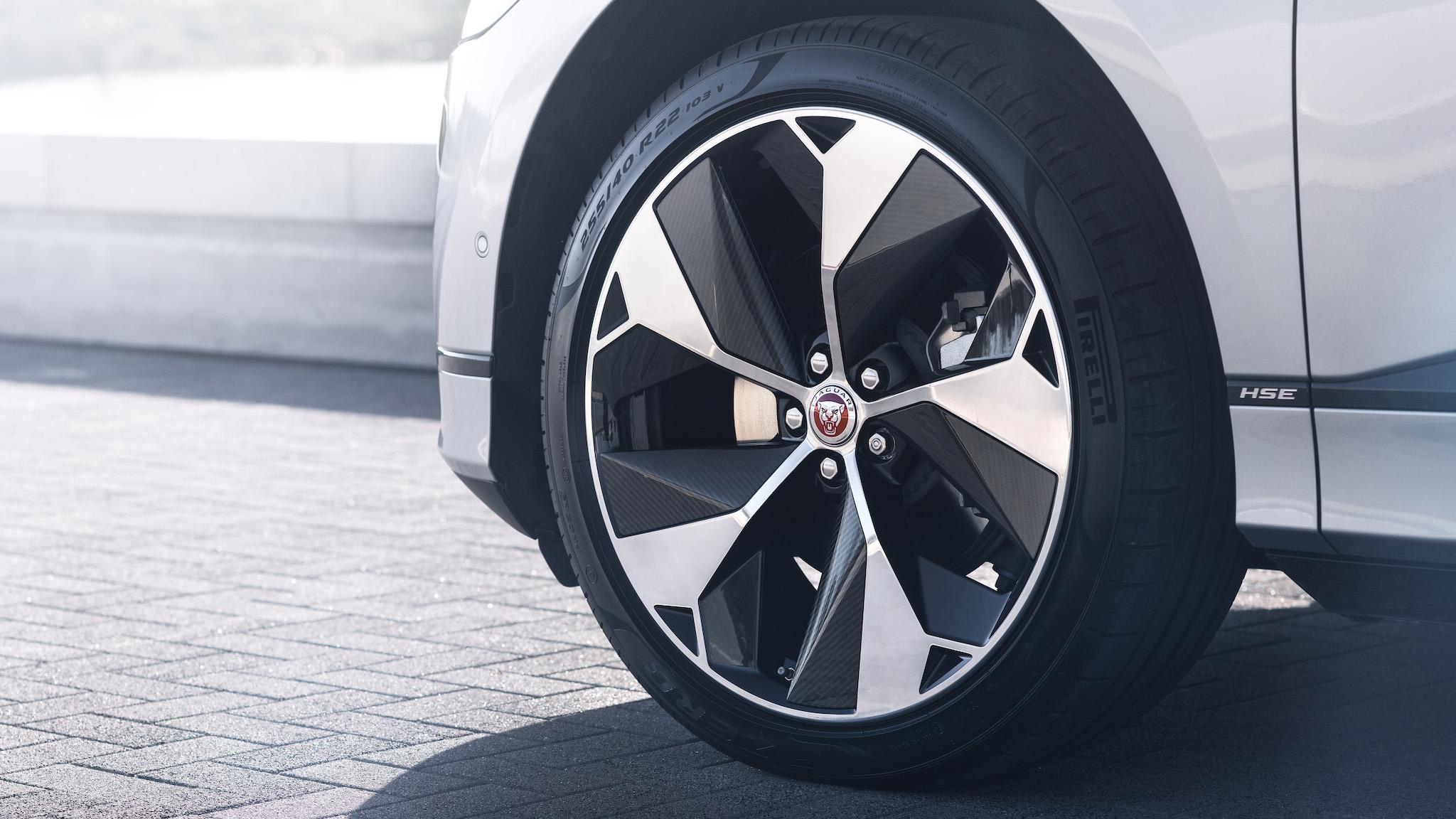 輪圈首度提供19 吋選項。