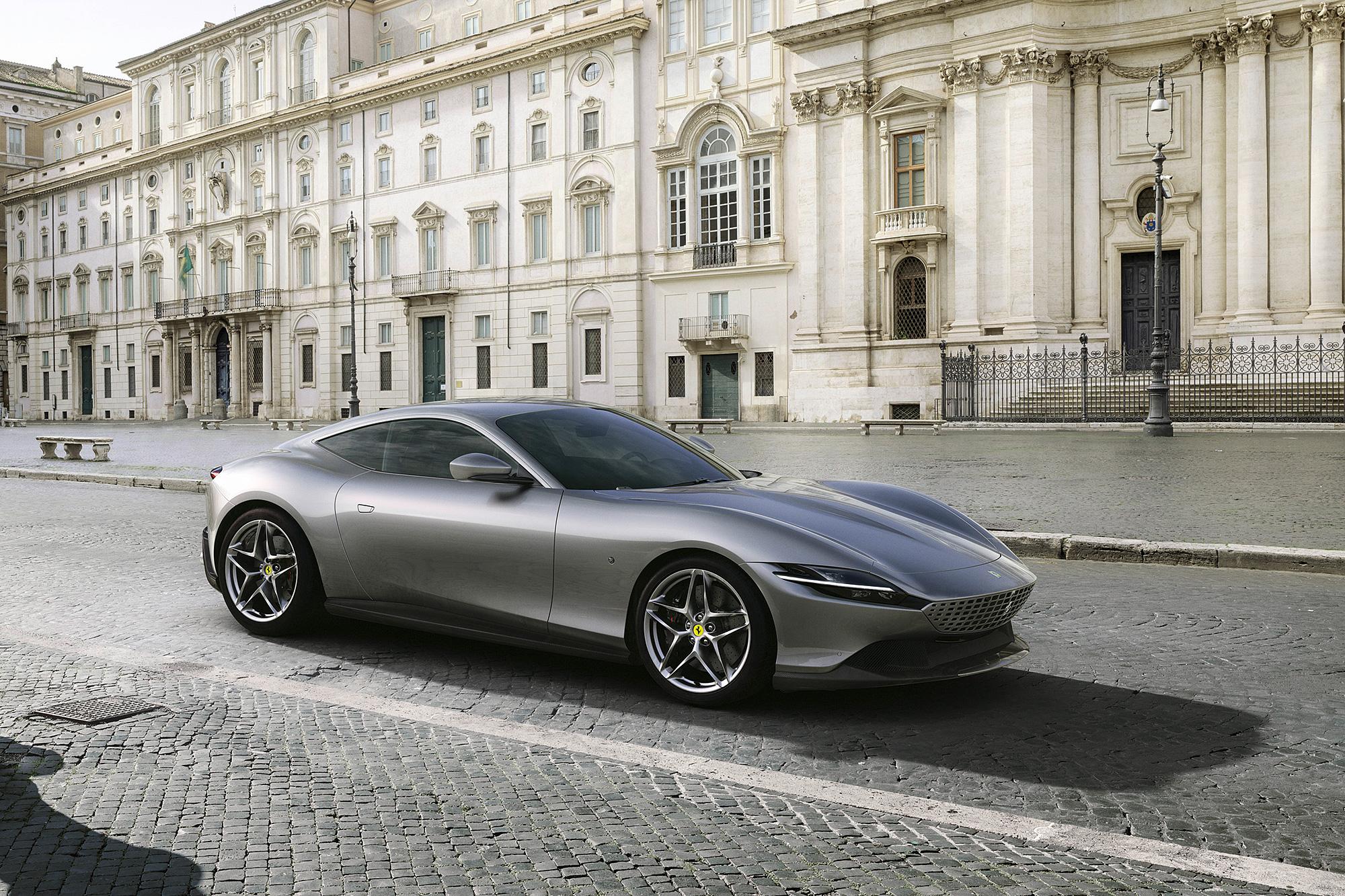 Roma 為披覆 Ferrari 新世代設計語言的全新高性能 GT 跑車。