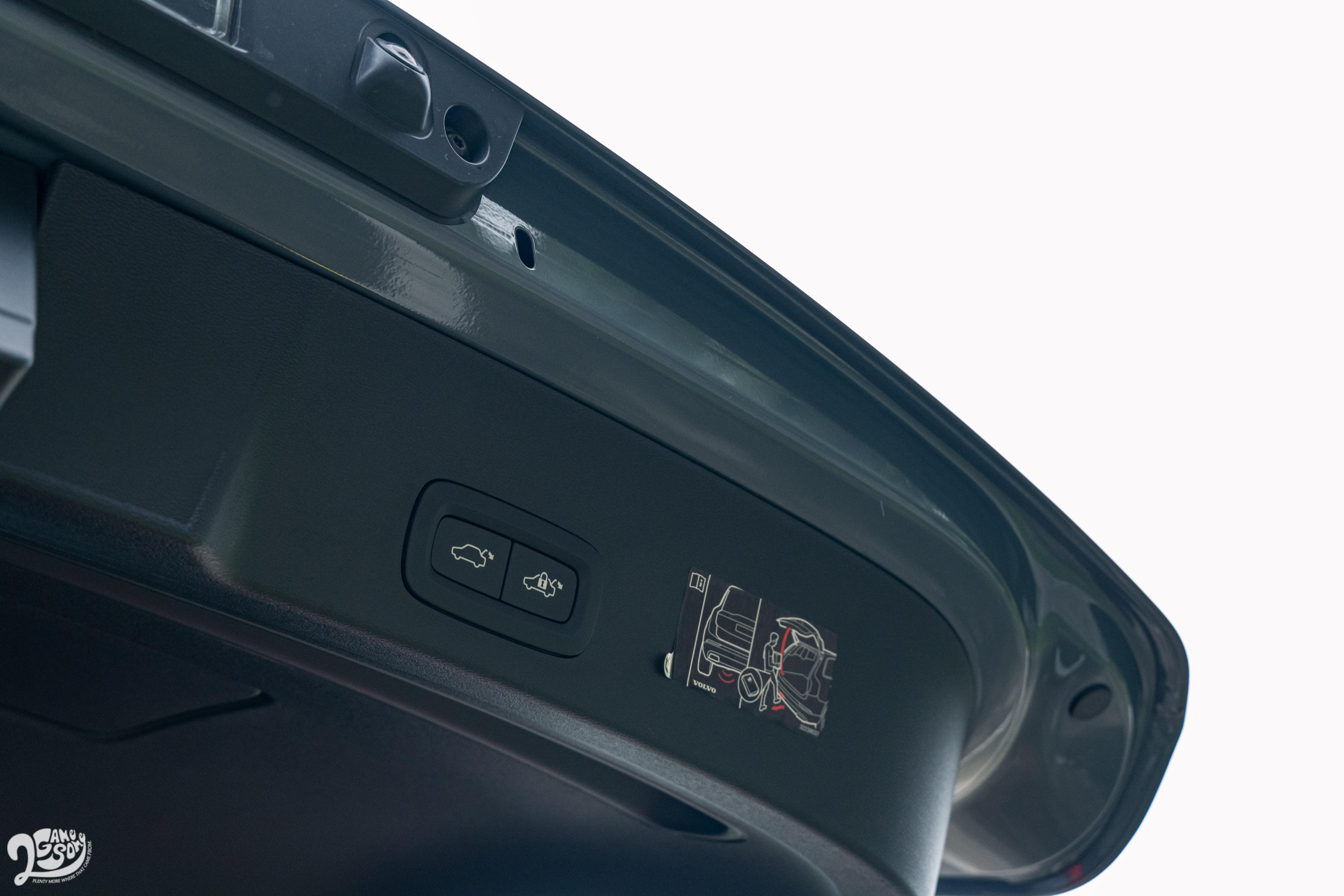 電動行李廂尾門屬於 Plus Pack 內容。