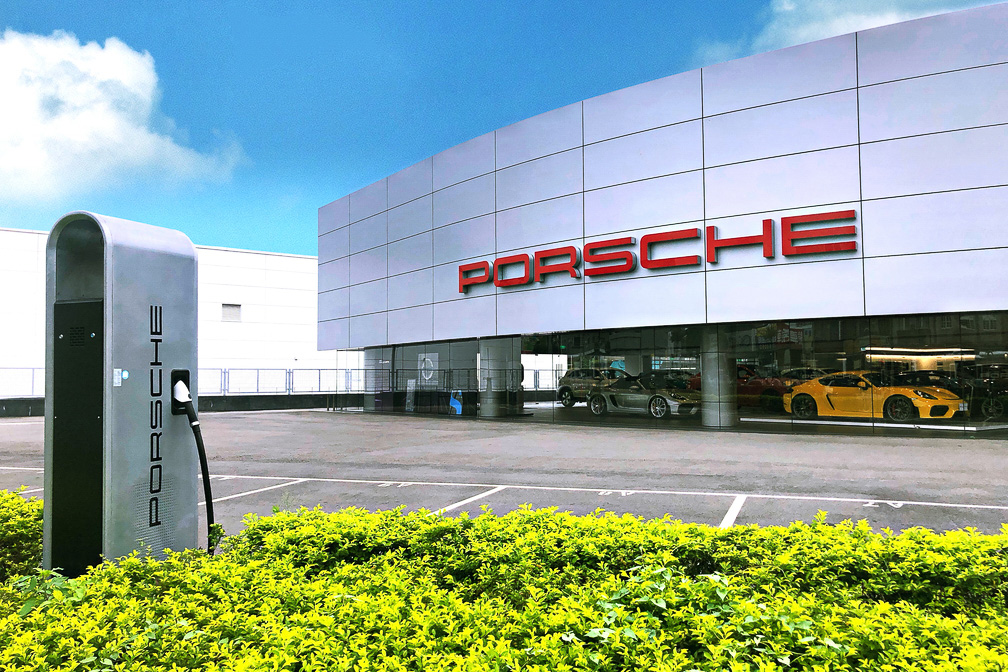 Porsche 積極於台灣授權經銷商與西部與東部的重要場域打造自家快充站。