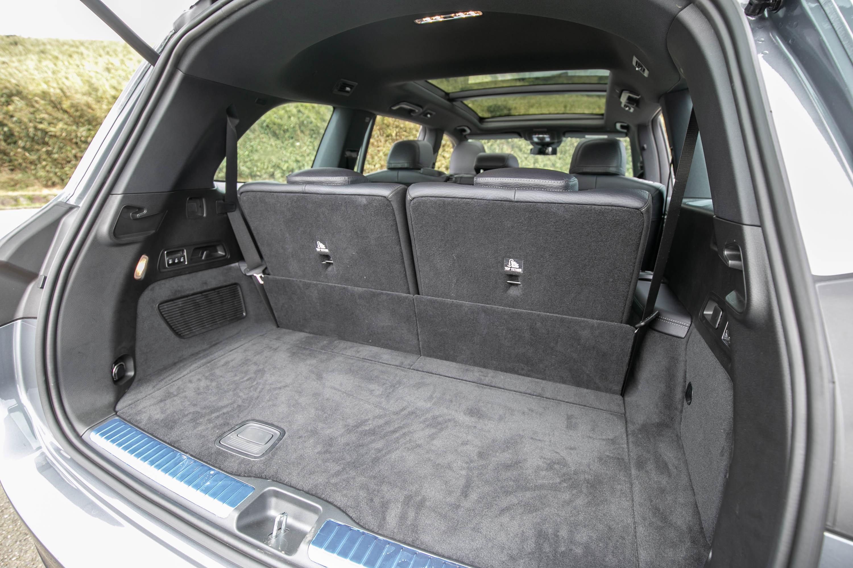 標準七人座時,後廂容積為 355 公升。