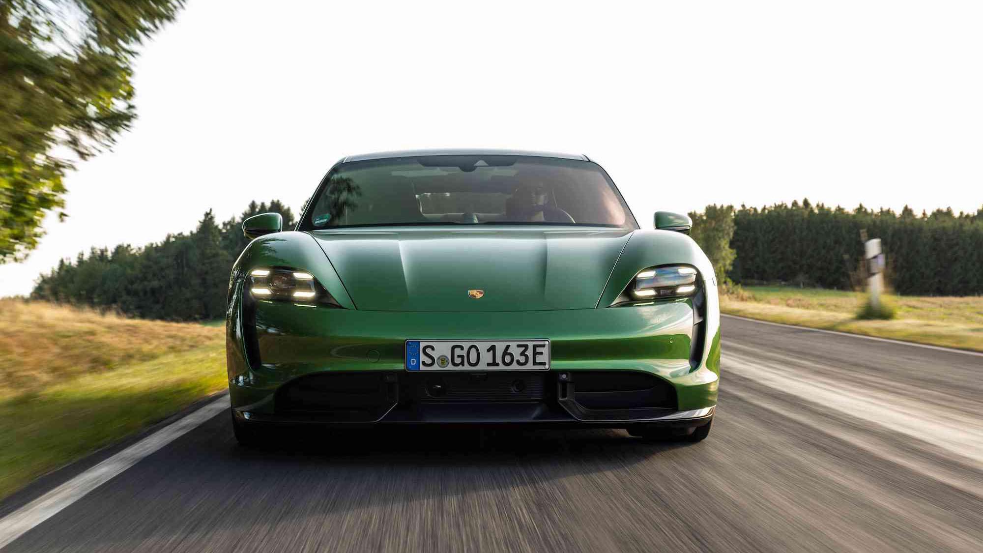 Porsche Taycan 獲世界年度風雲車雙桂冠,911 不遑多讓!