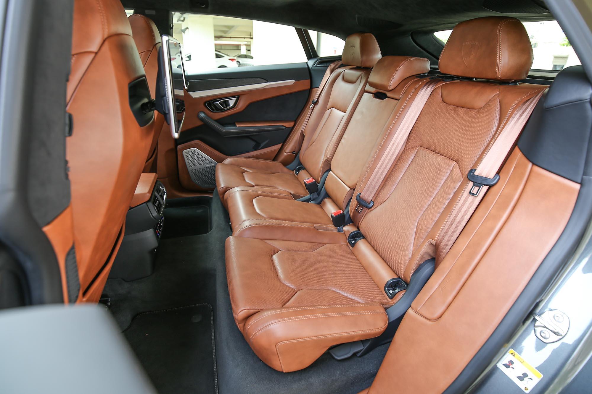 試駕車輛選配了最頂級的座艙皮革選項,連門檻都是完整的皮革包覆。總代理表示,甚至還有車主選配白色皮革,光是保養維護就讓人佩服得五體投地。
