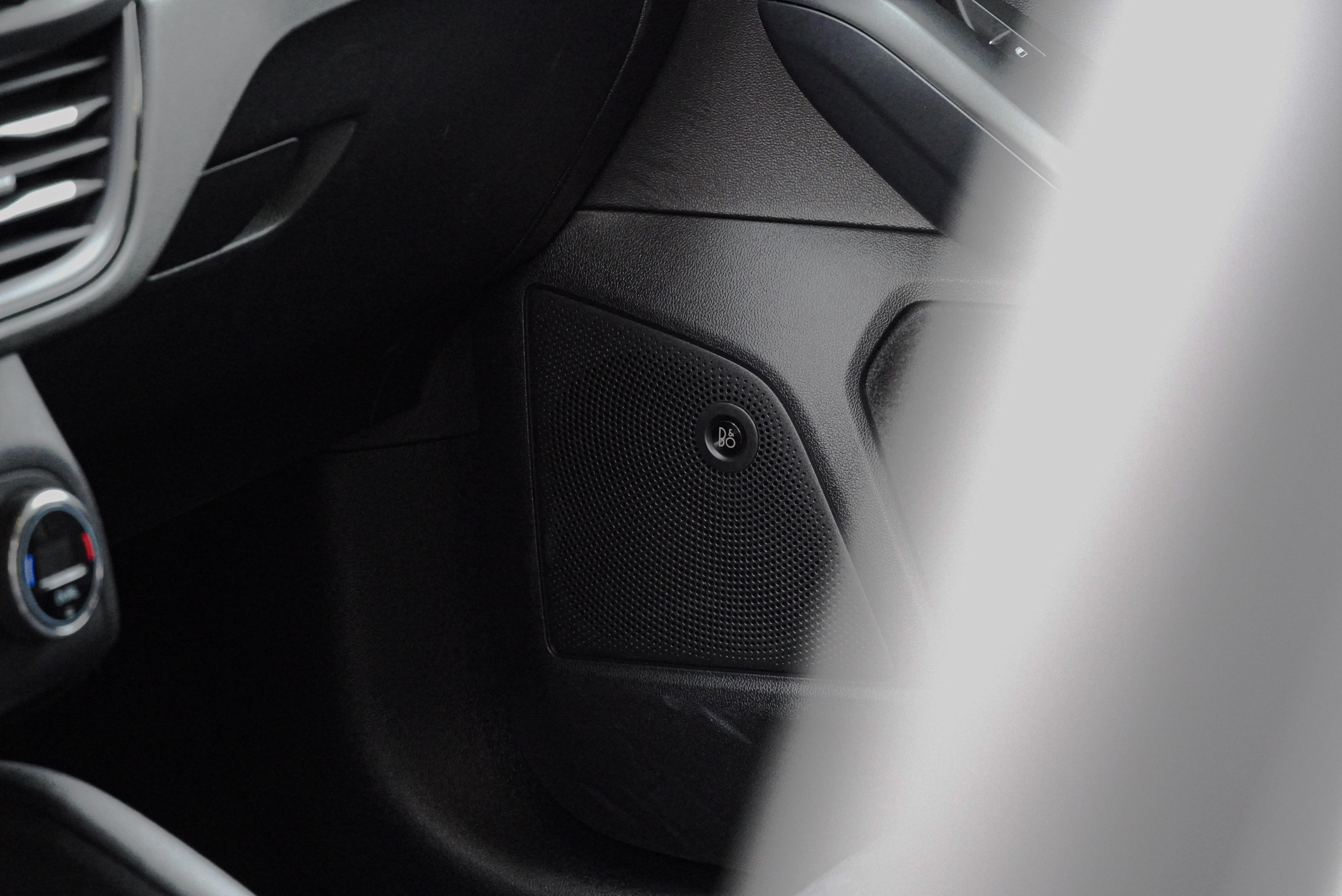ST-Line、Lommel 同樣標配 9 支揚聲器、1 支重低音的 B&O 重低音環艙音響系統(675W 輸出)。