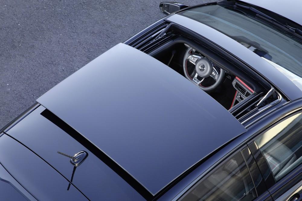 Polo GTI Anniversary SE 週年限定版升級大尺寸電動玻璃天窗。