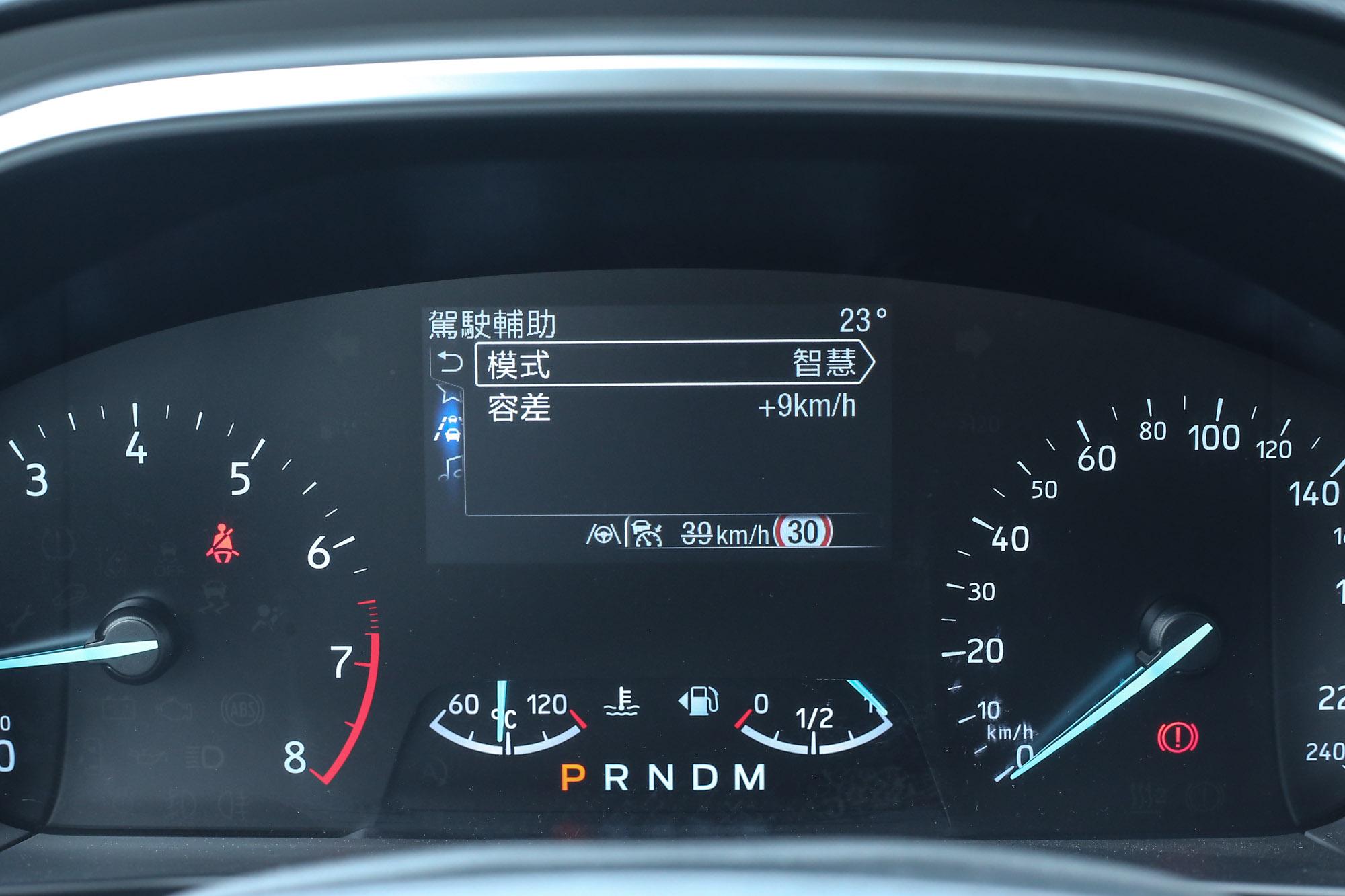 ISA智慧型速限輔助系統可依照道路速限調整車速的功能,保有10km/h的容差緩衝。