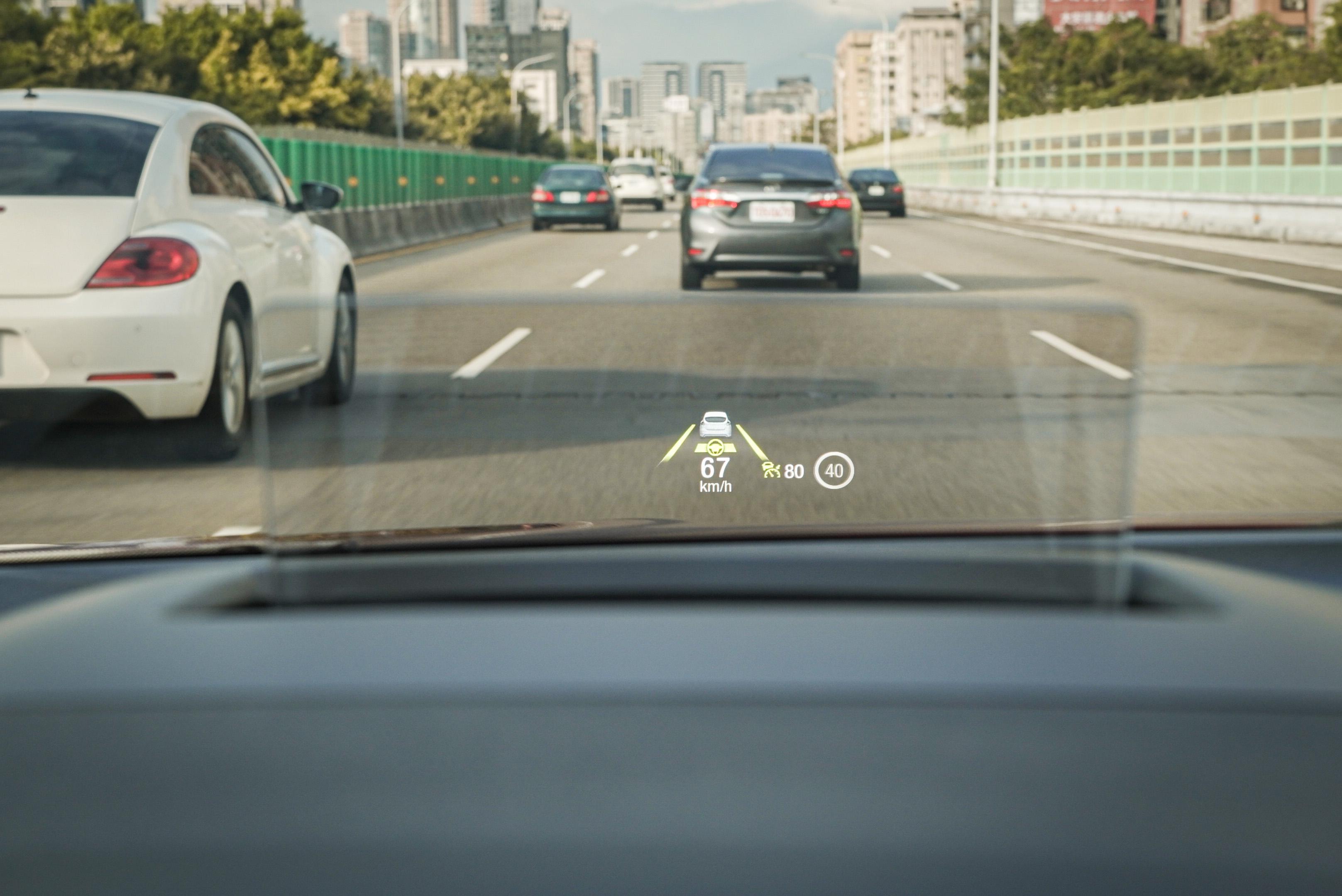 HUD 智慧型抬頭顯示器可顯示 Level 2 資訊。