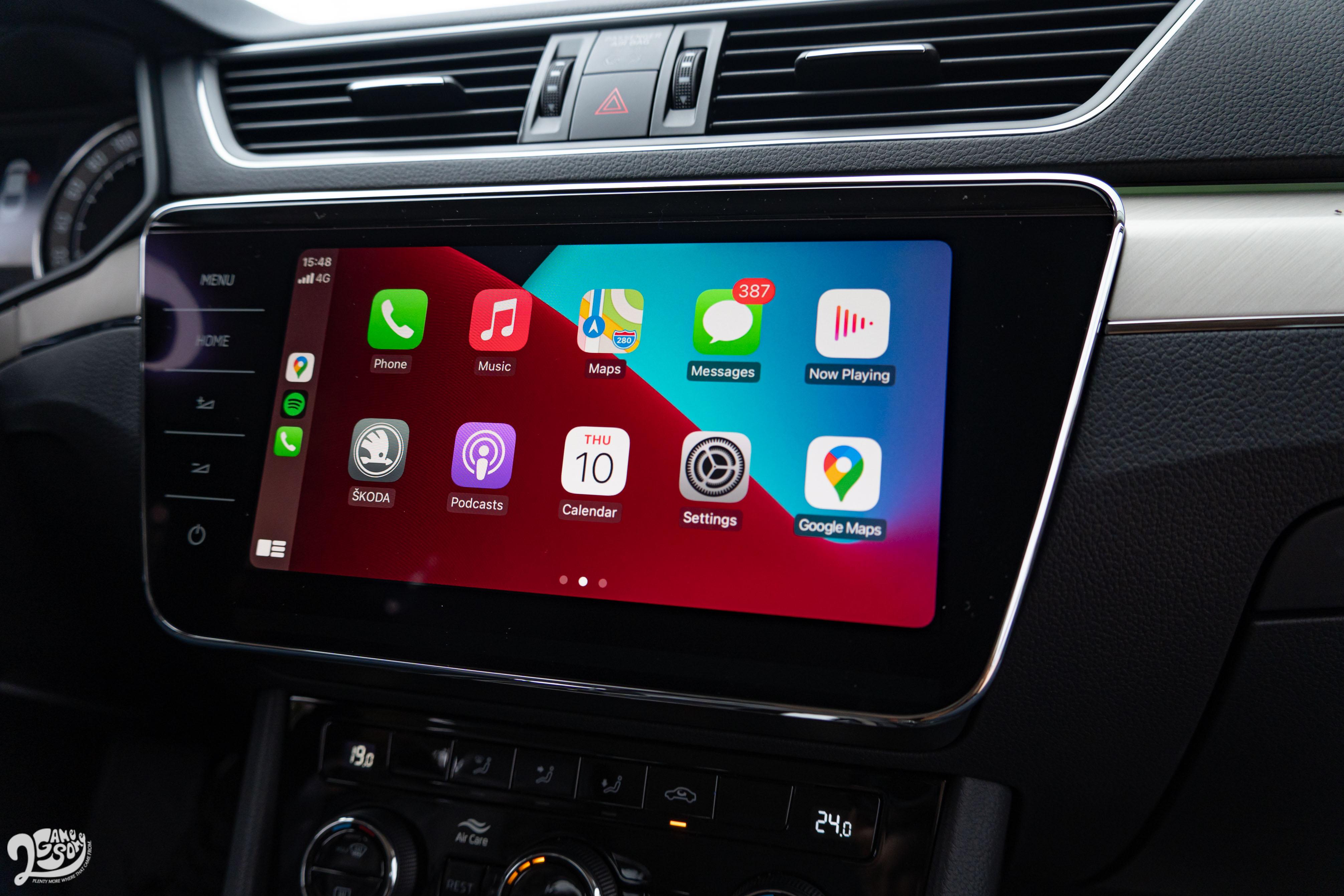 中央觸控螢幕支援 Apple CarPlay,原廠也正在為 Android Auto 申請 Google 授權,將來也可以透過回廠升級開通。