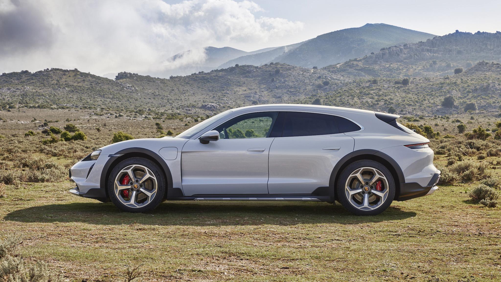 最全能保時捷?Porsche Taycan Cross Turismo 雙車型售價 400 萬元起