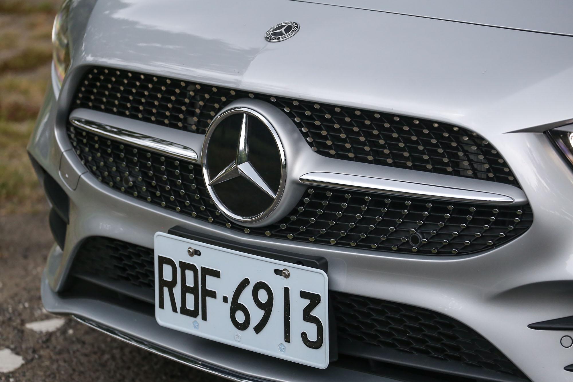 如鑽石般閃耀的水箱護罩設計,可以說是近年來Mercedes-Benz最為獨特也最為自豪的特色。