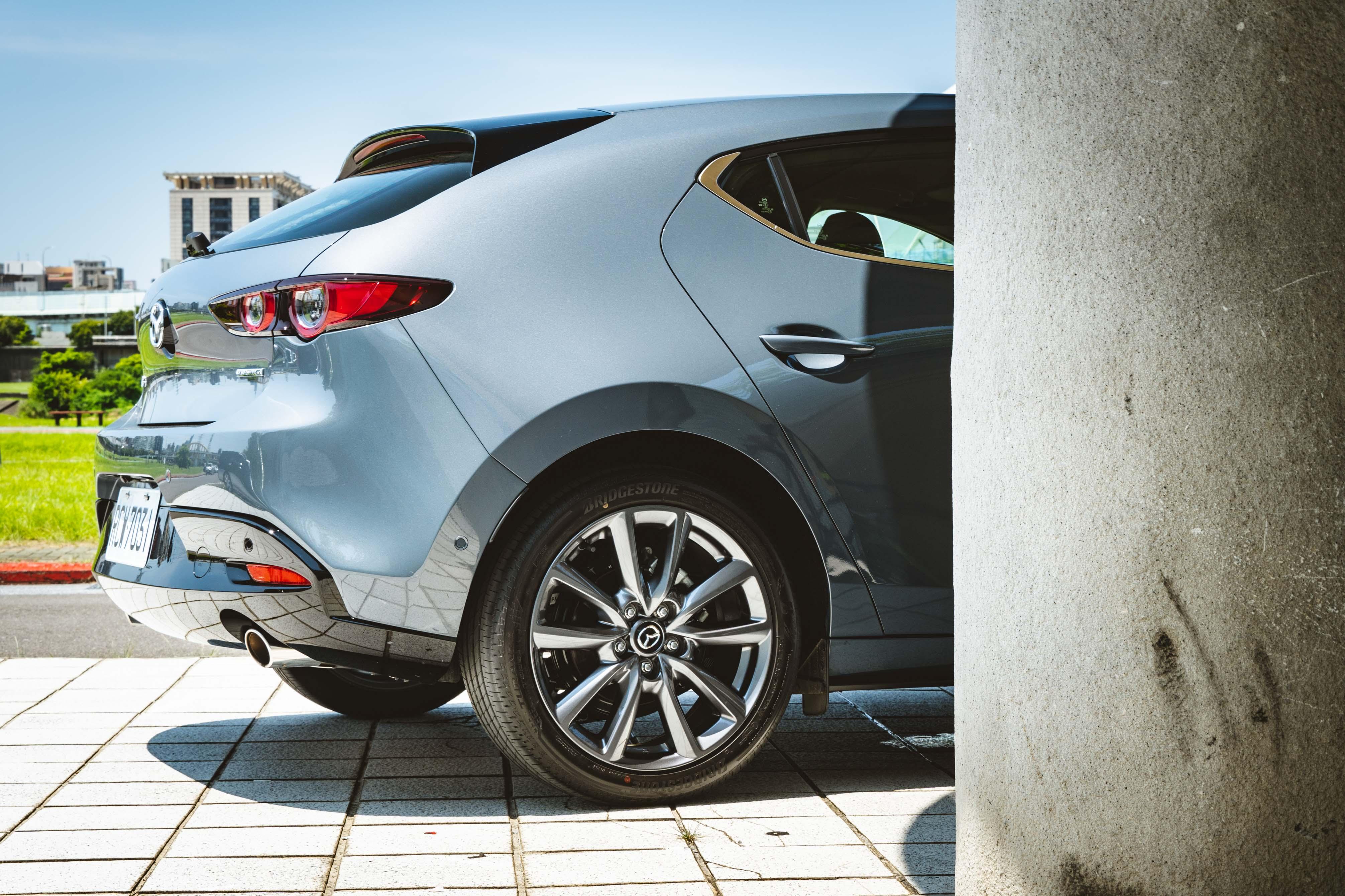 21 年式 Mazda3 維持原本外觀配備。