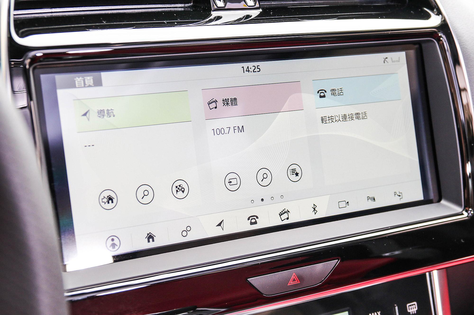 中控台 10 吋多媒體資訊整合系統。