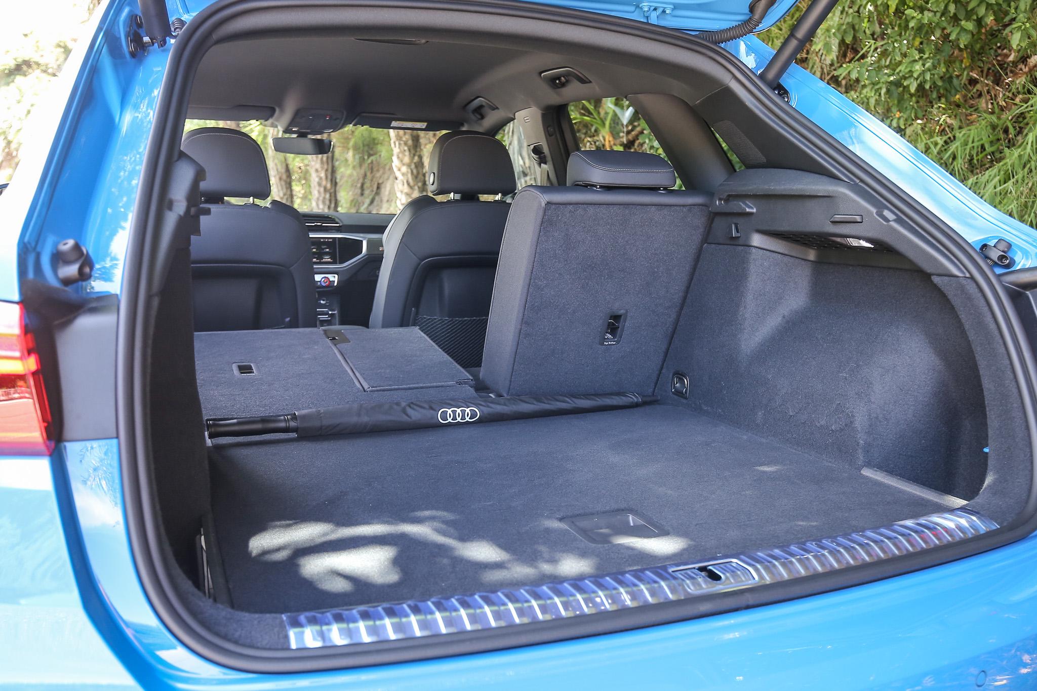 透過後座椅背前傾功能,後廂容積可在 530~1525 公升間彈性變換。