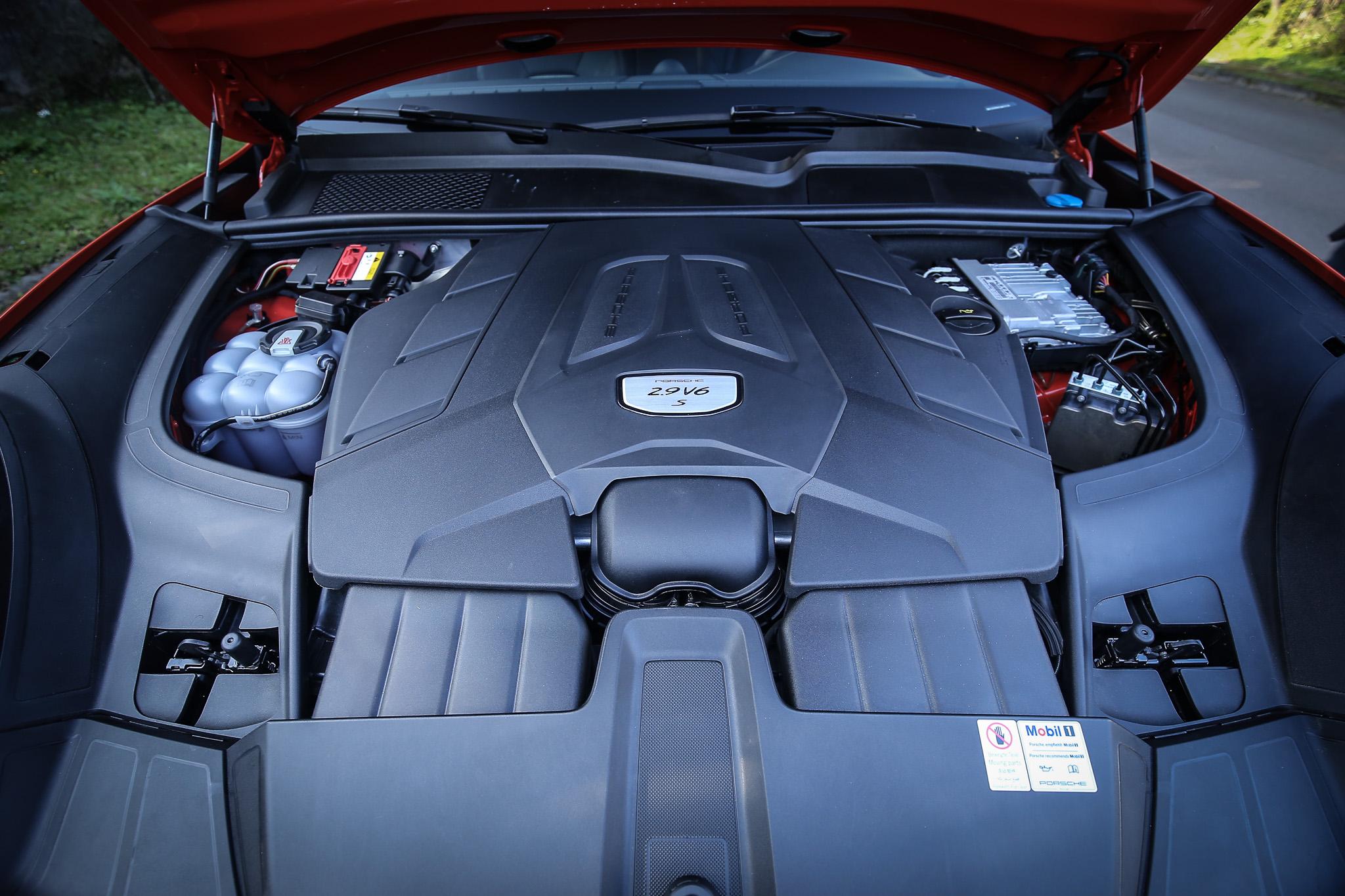 搭載 2.9 升 V6 雙渦輪增壓汽油引擎,具備 440ps/550Nm 最大動能輸出。