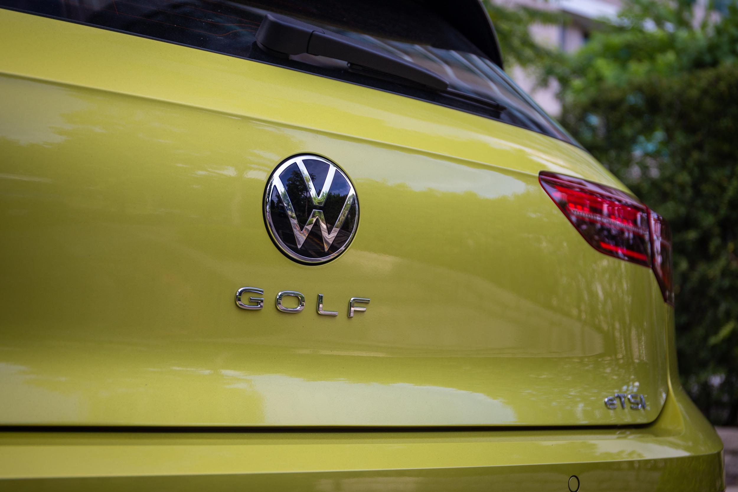 車名銘牌移至車尾中央,為當前車壇流行設計手法。
