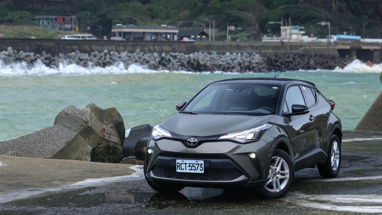 安全牌的超值餐,Toyota 小改款 C-HR 是你猶豫不決時的必點菜