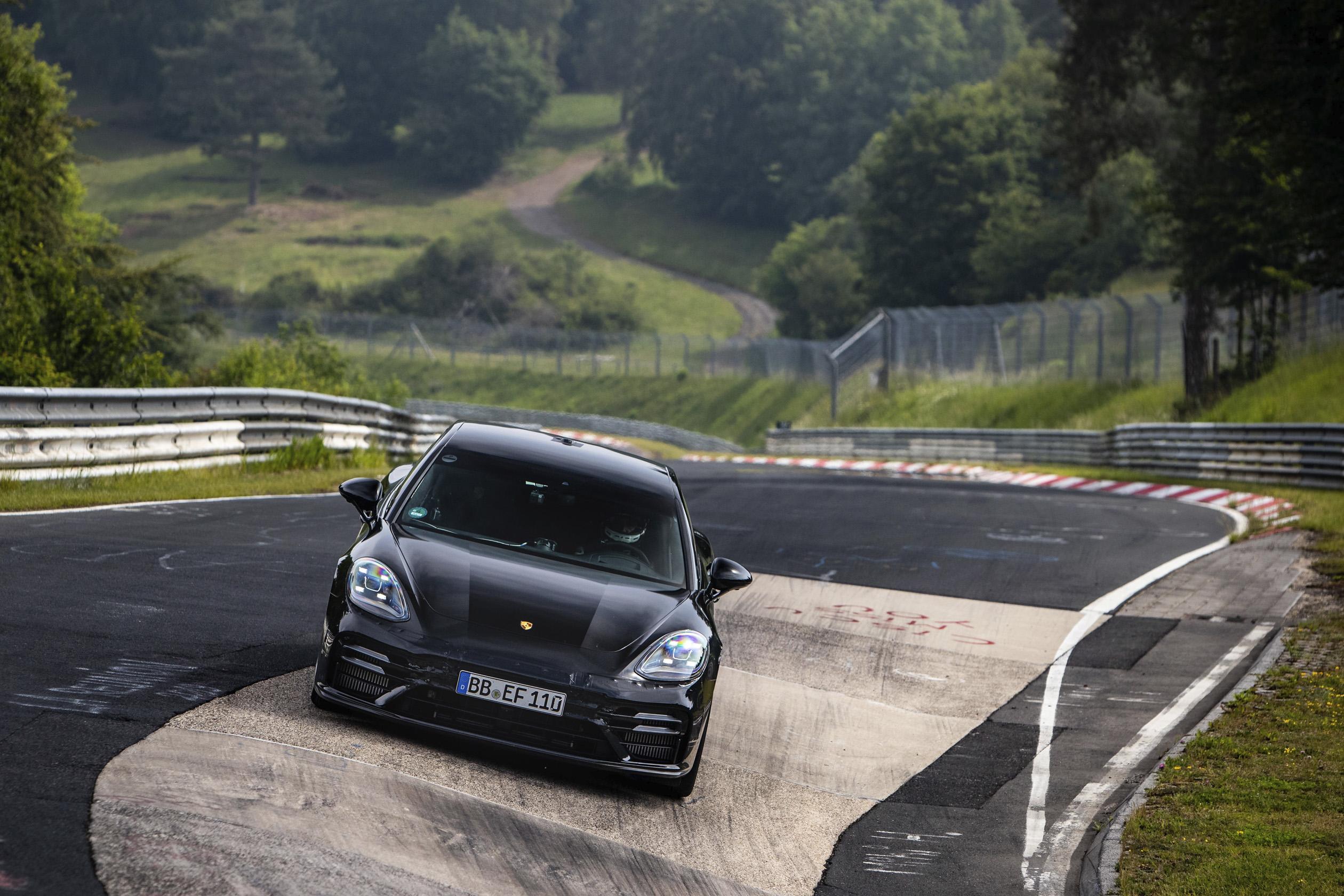 全新Panamera增加了引擎性能、過彎穩定性、車身控制與轉向精準度,同時提升日常生活舒適性與車輛性能表現。