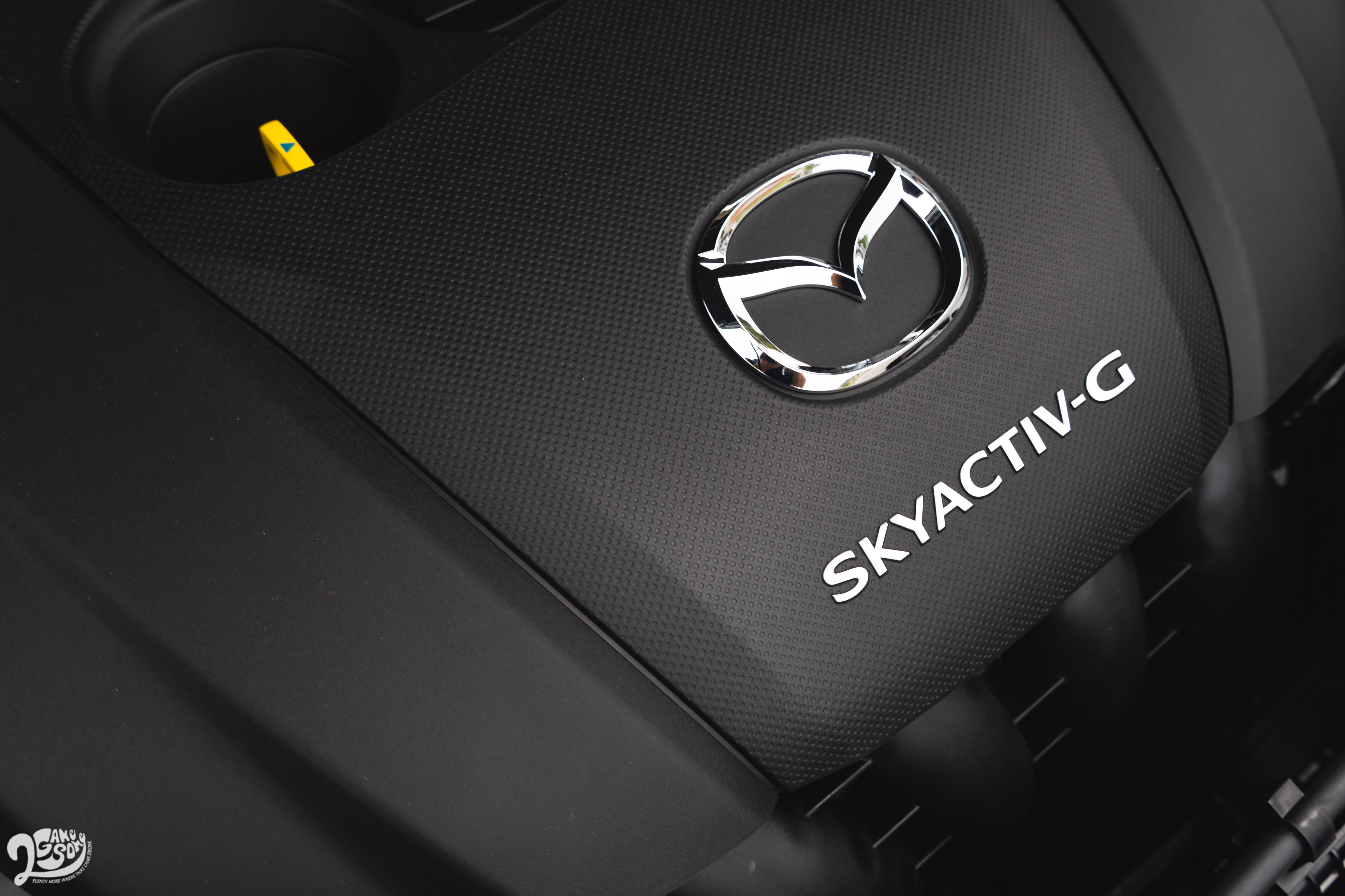 2.0 升四缸自然進氣引擎 165 匹馬力與 21.7 公斤米扭力。