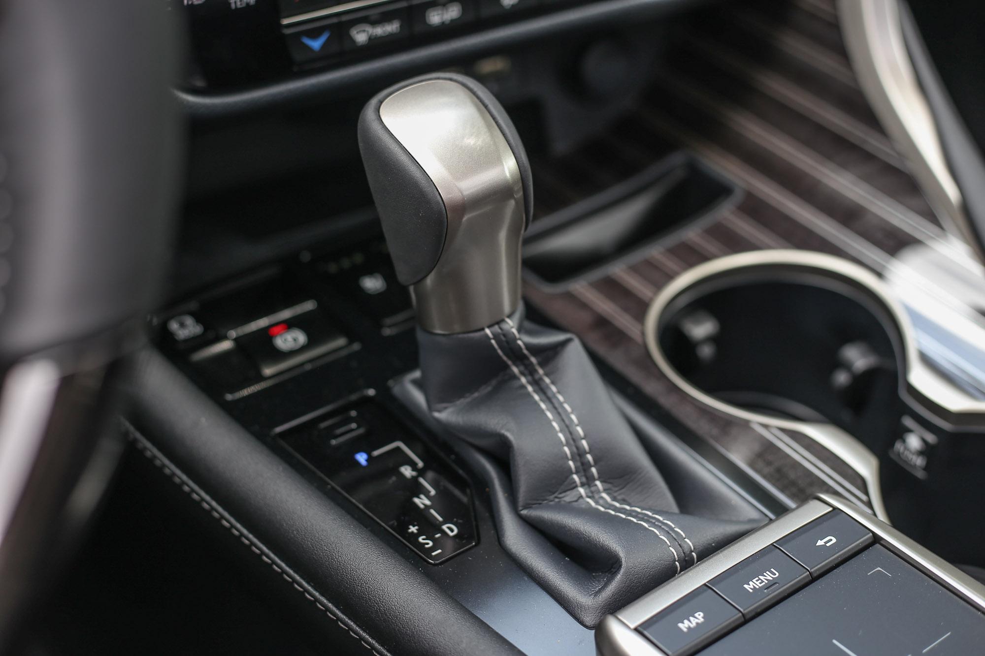 動力銜接 Hybrid ECVT 電子無段變速系統 ( 附 6 速手自排功能 ),提供 EV/ECO / NORMAL / SPORT S / SPORT S+ / CUSTOMIZE 多重駕馭模式與 E-Four AWD 電子式四輪傳動系統。